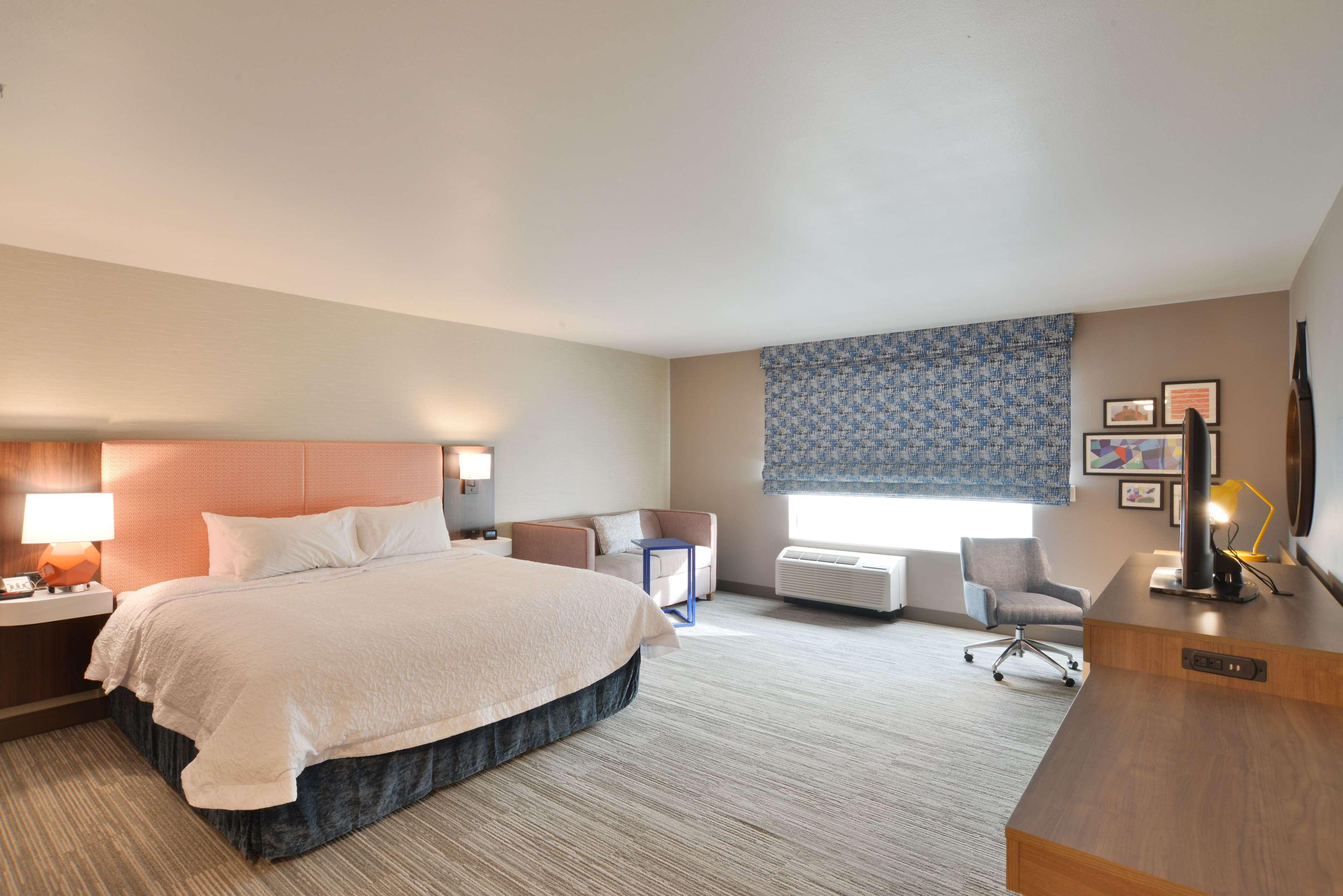 Hampton Inn & Suites Menomonie-UW Stout image 7