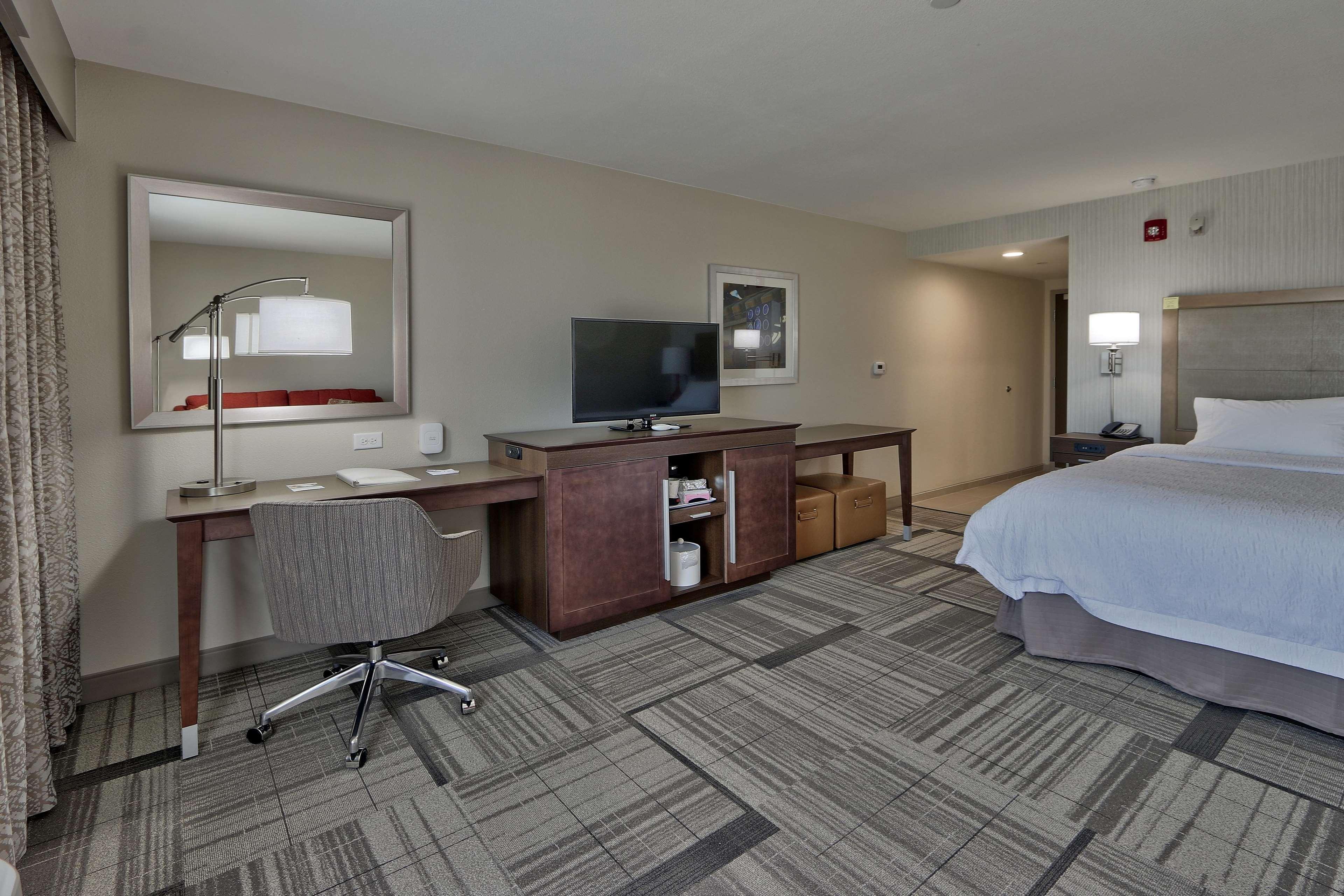 Hampton Inn & Suites Artesia image 5