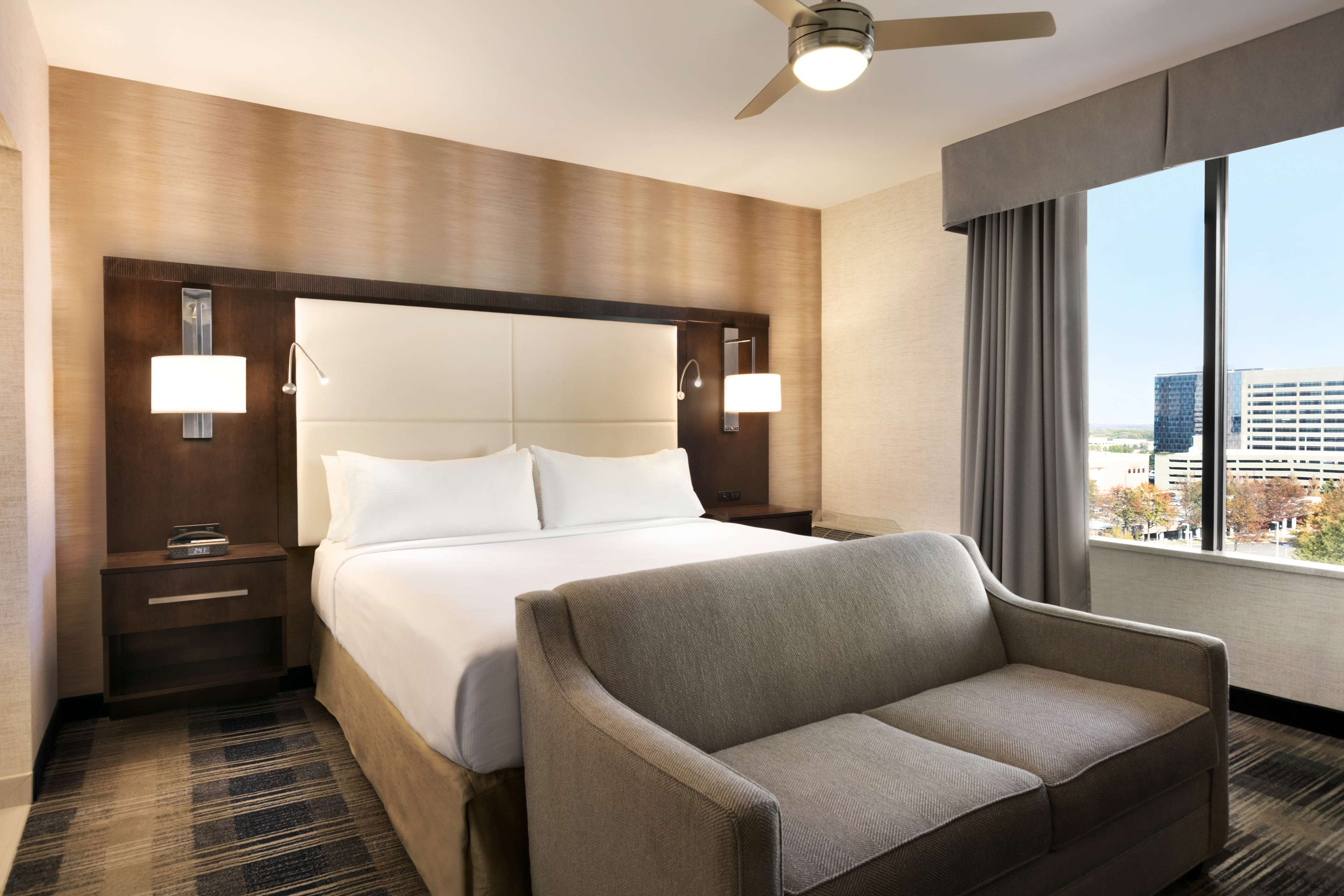 DoubleTree by Hilton McLean Tysons image 13