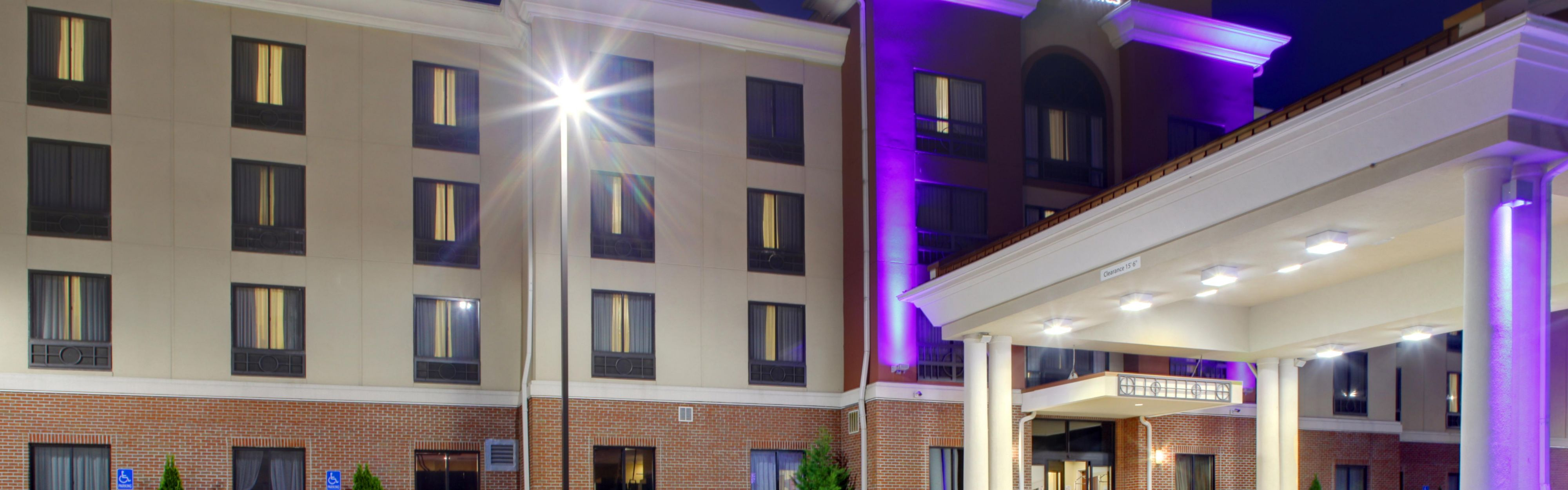 Holiday Inn Express & Suites Charleston NW - Cross Lanes image 0