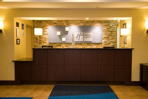 Holiday Inn Express & Suites Chicago-Algonquin image 2