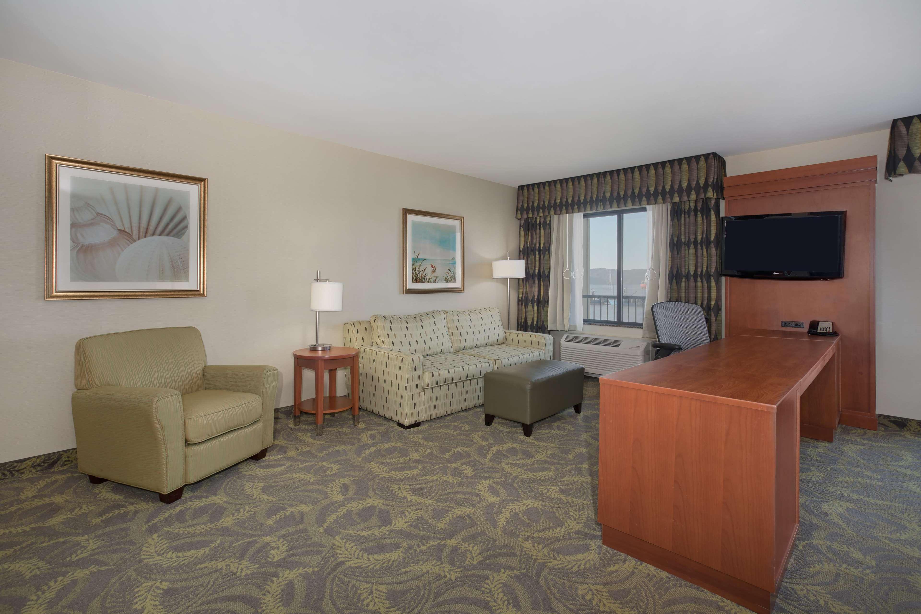 Hampton Inn & Suites Astoria image 43