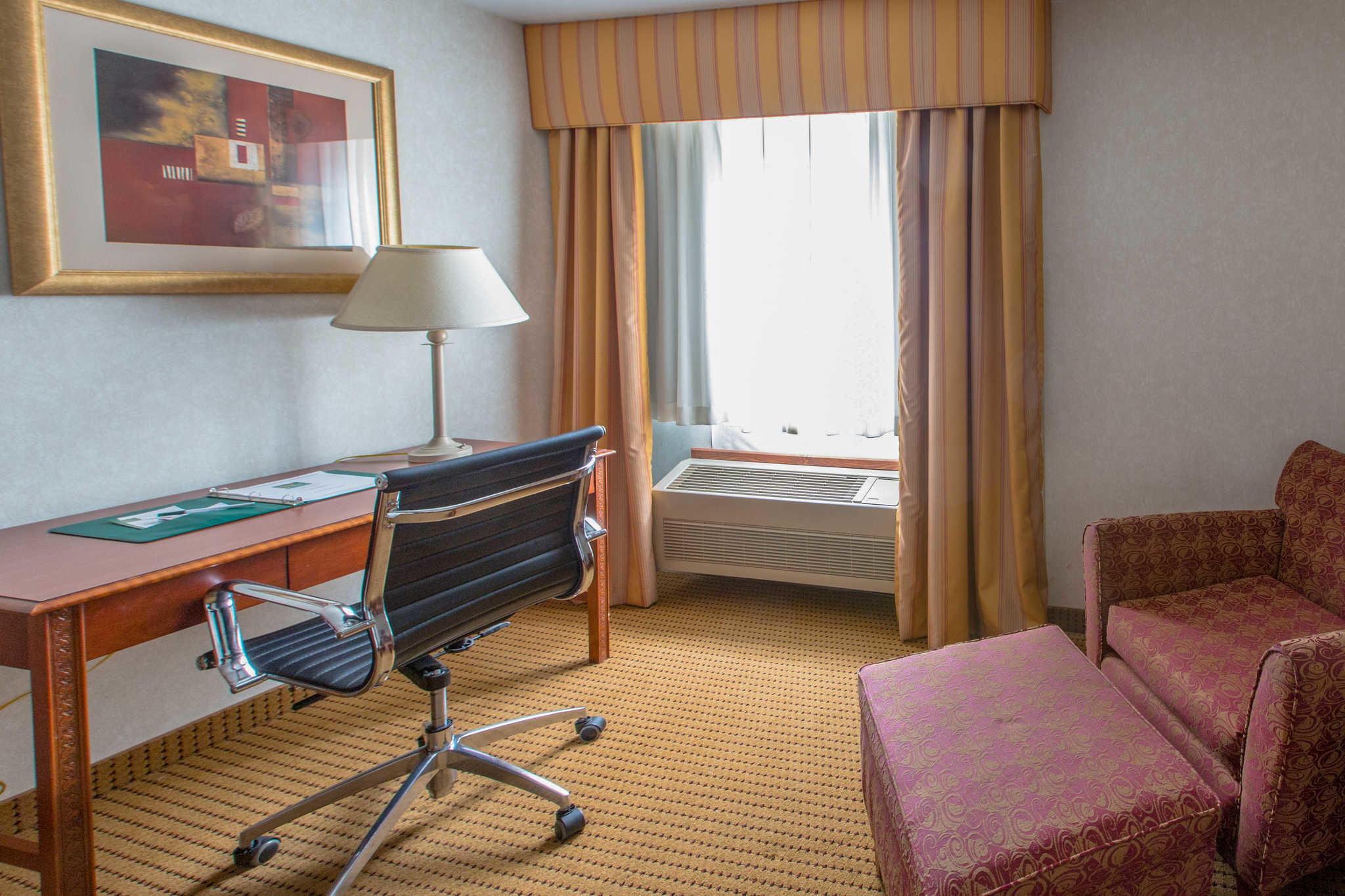 Quality Inn & Suites University image 30