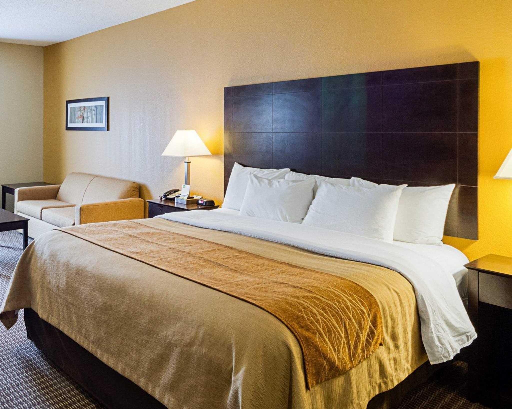 Comfort Inn & Suites image 9