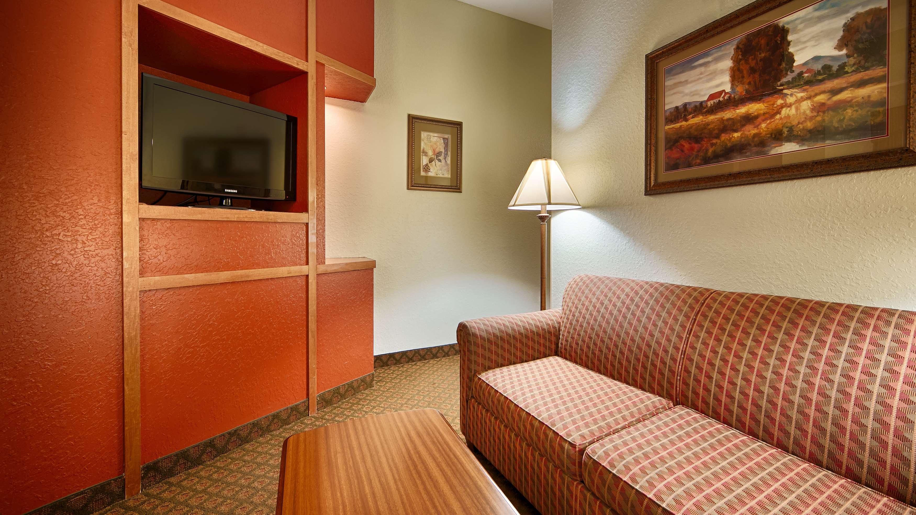 Best Western Plus Bradbury Inn & Suites image 13