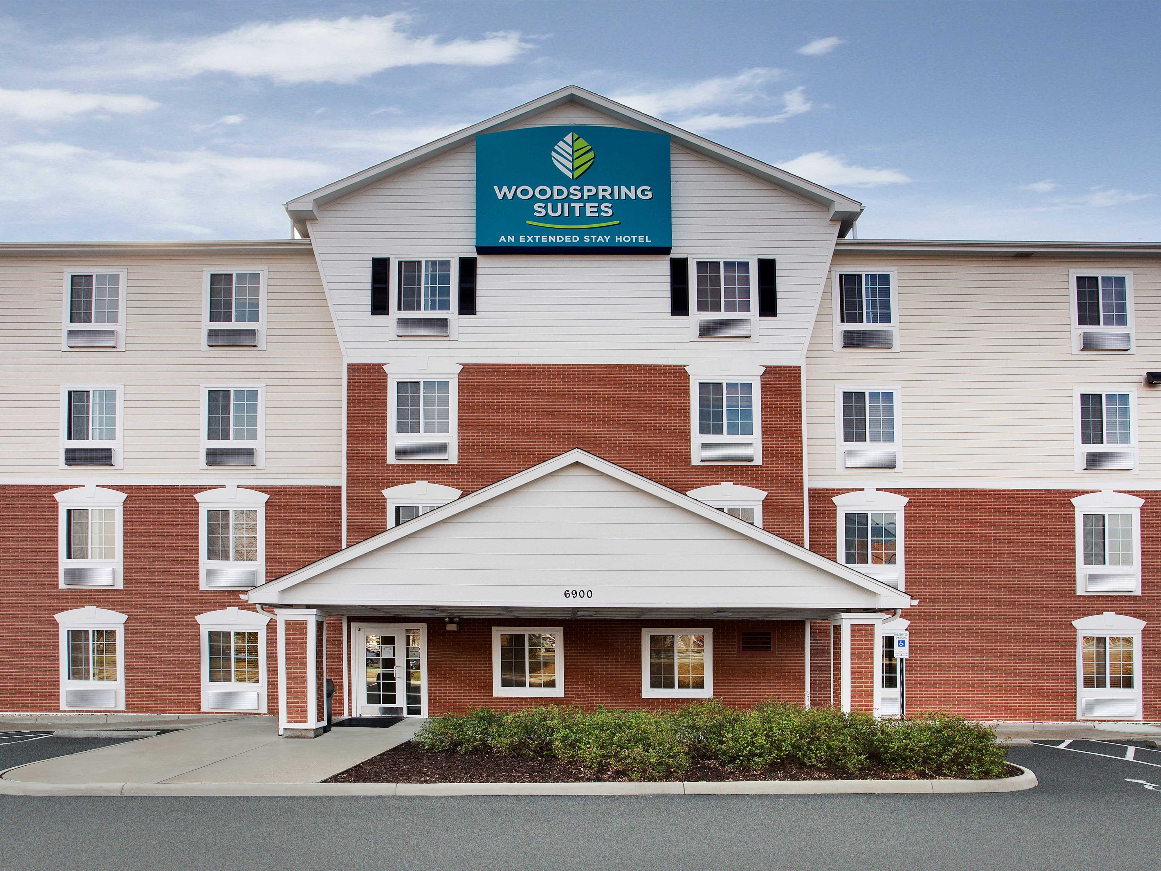 WoodSpring Suites Richmond West image 9