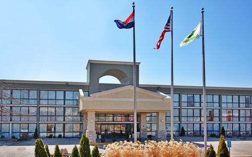 Holiday Inn Kansas City-Ne-I-435 North