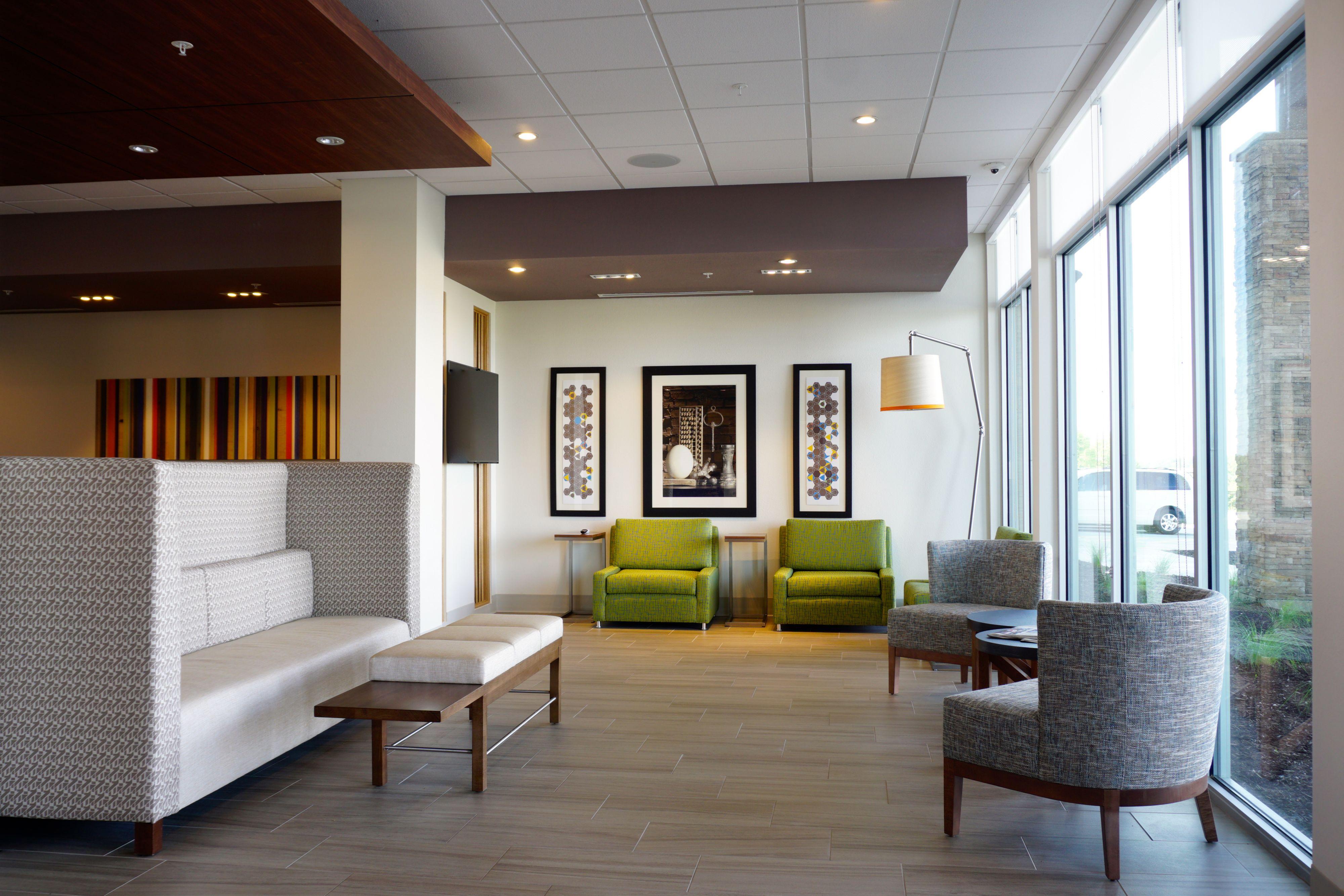Holiday Inn Express & Suites Omaha - Millard Area image 4