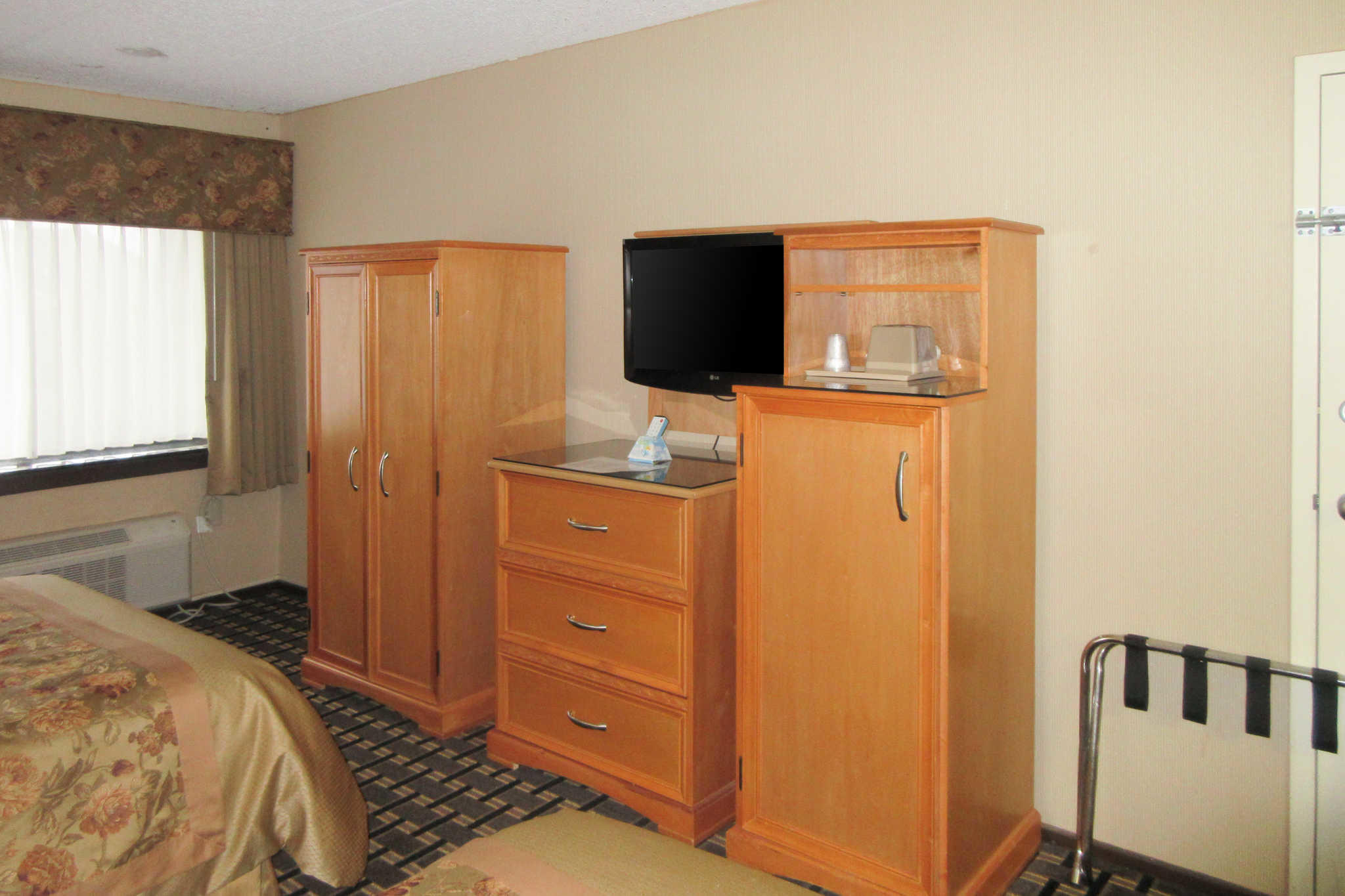 Econo Lodge image 2