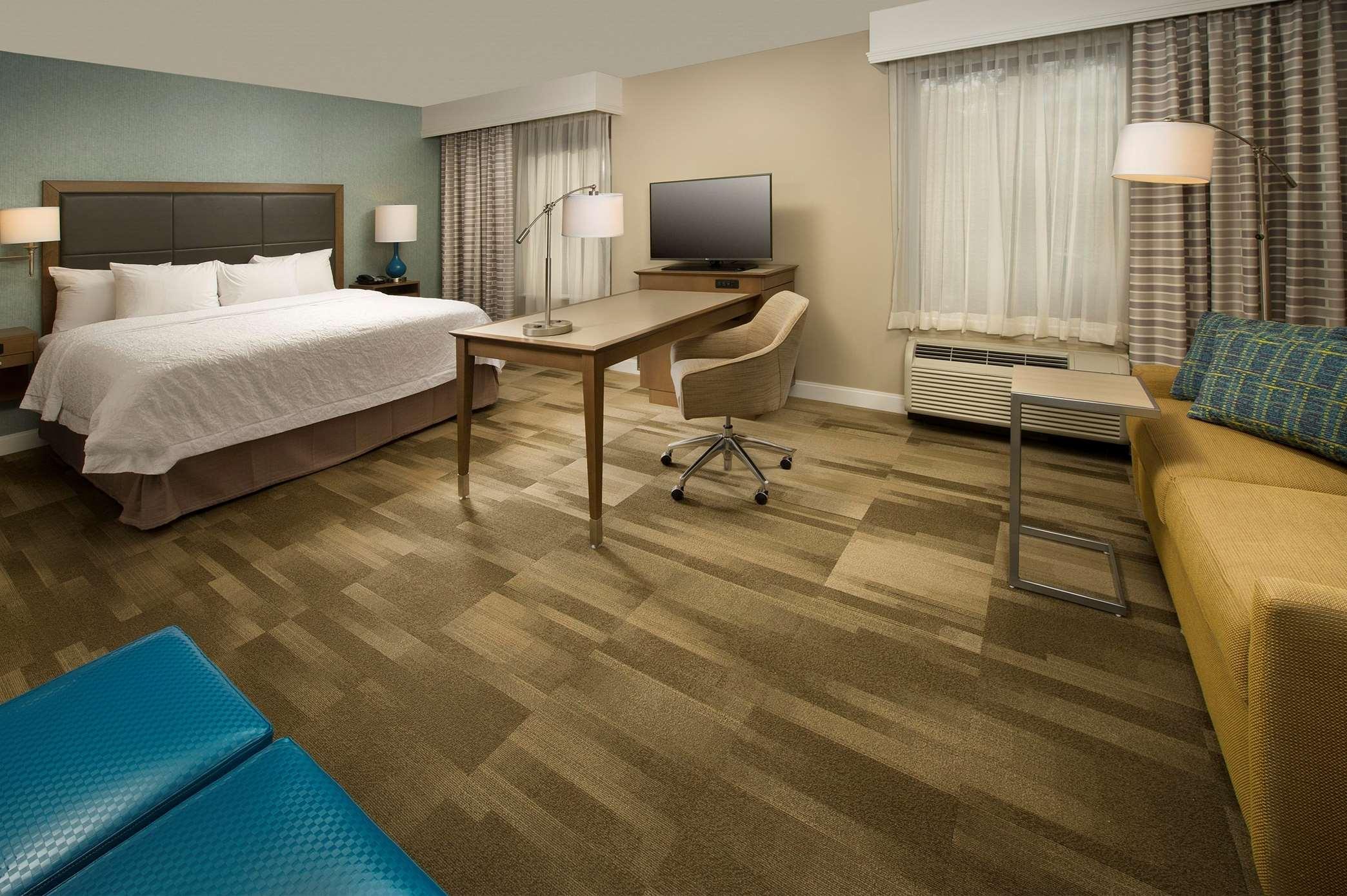 Hampton Inn & Suites Syracuse/Carrier Circle image 11
