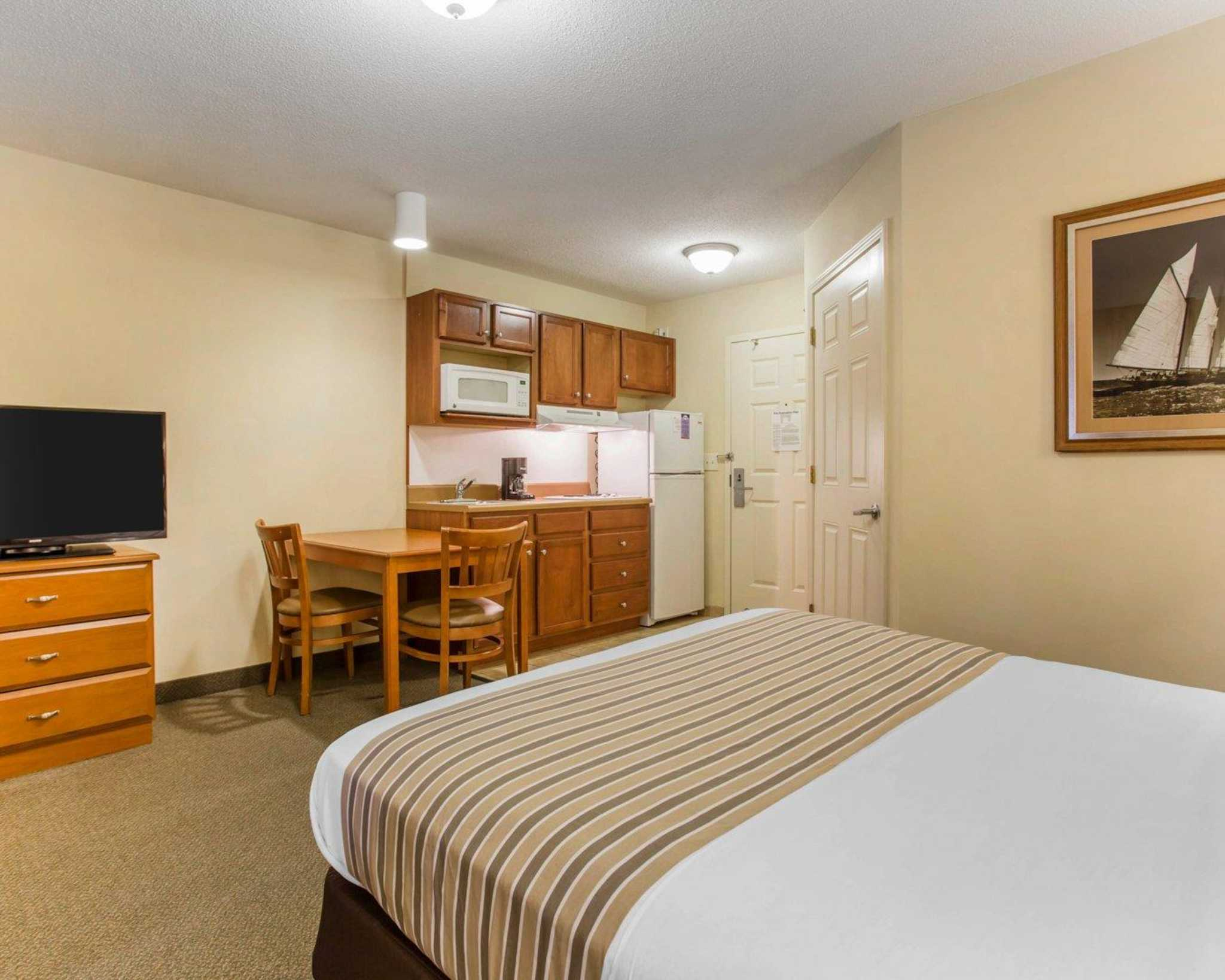 Suburban Extended Stay Airport image 24
