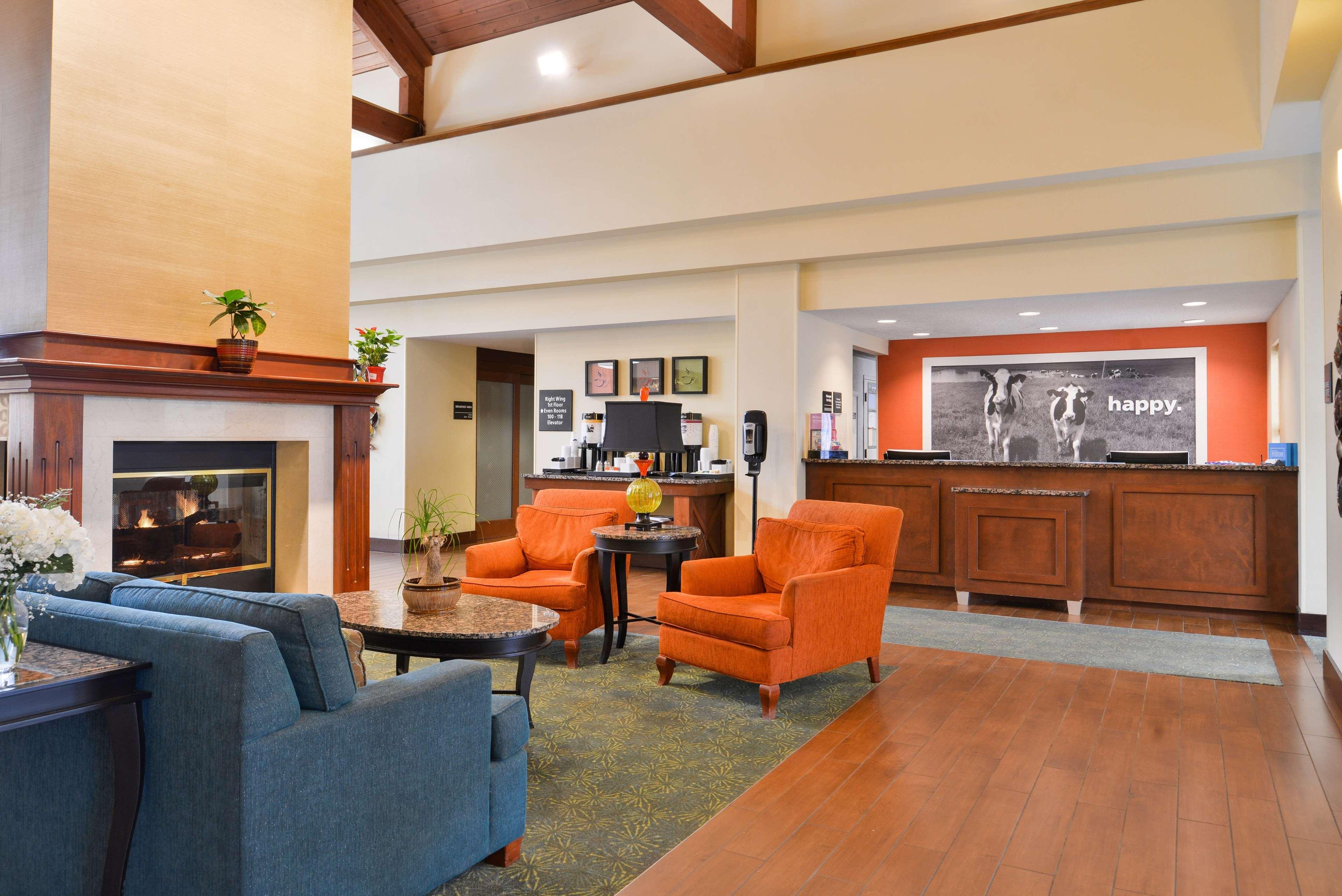 Hampton Inn & Suites Newport News (Oyster Point) image 4