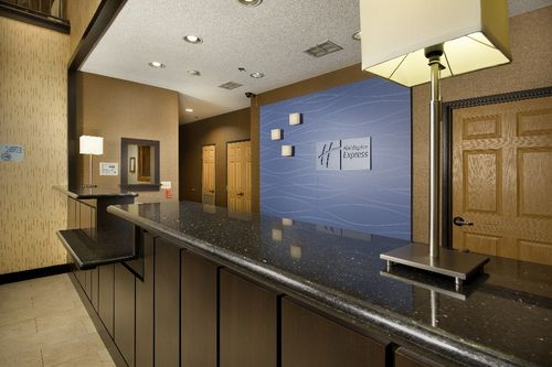 Holiday Inn Express & Suites Mount Pleasant image 0