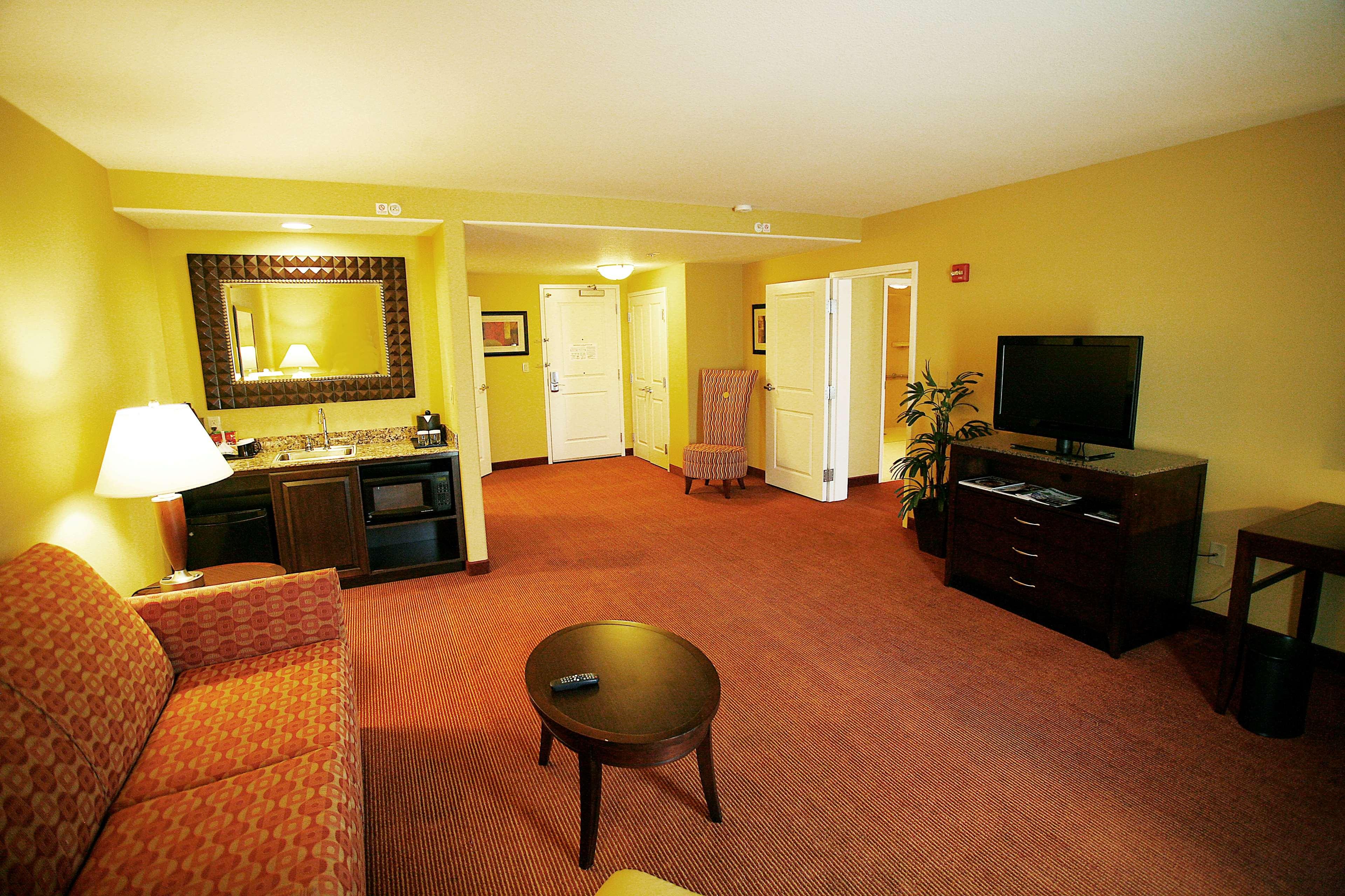Hilton Garden Inn Fontana image 8