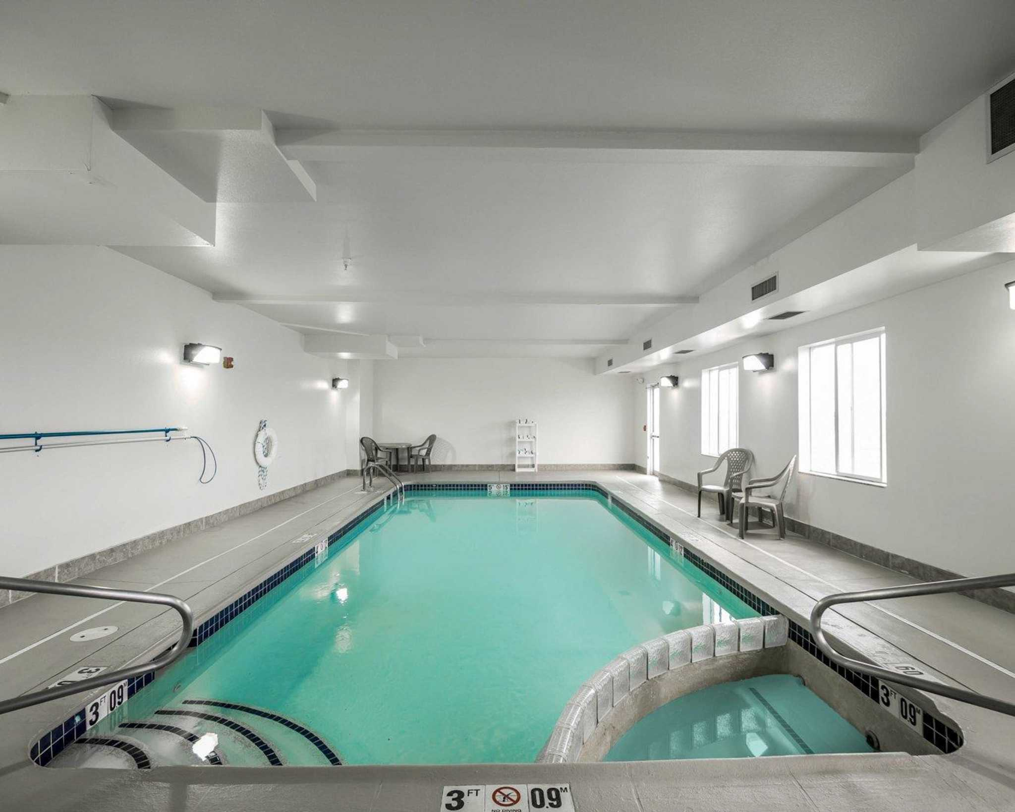 Rodeway Inn & Suites image 9