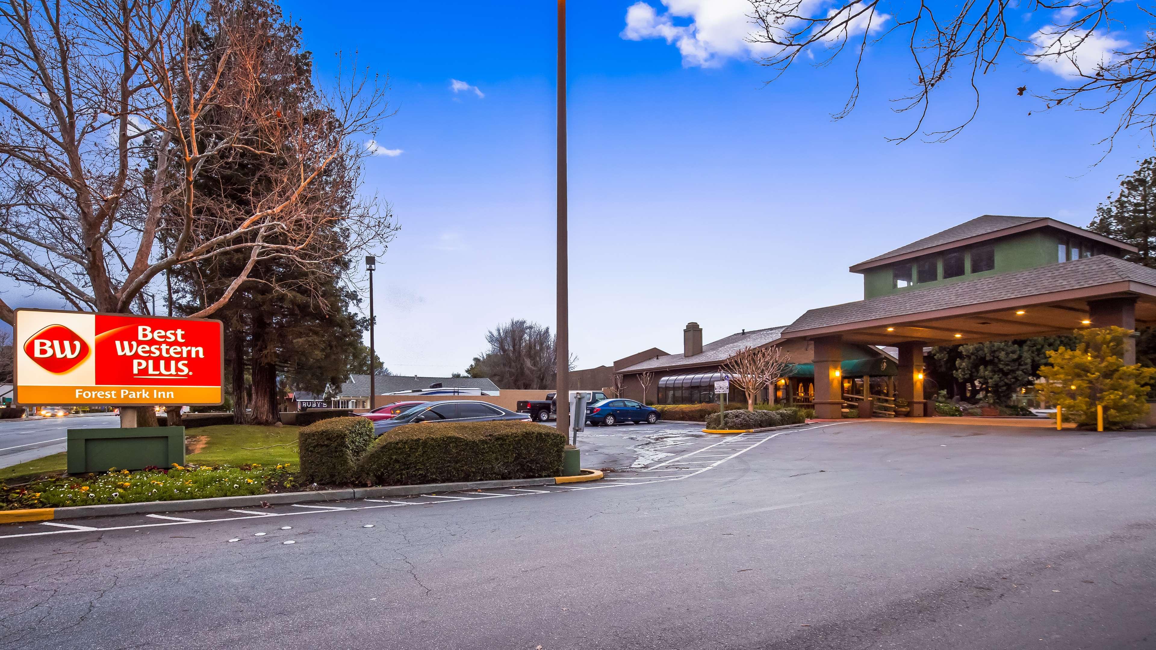 Best Western Plus Forest Park Inn image 1