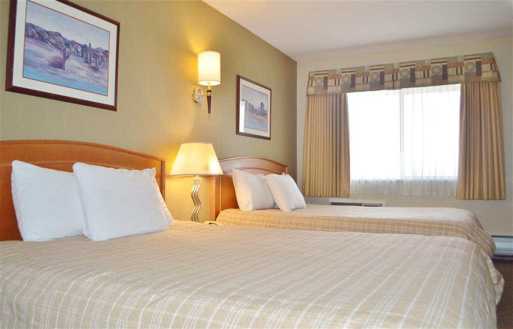 Canadas Best Value Inn in Kamloops: Two Queen Beds Kitchenette