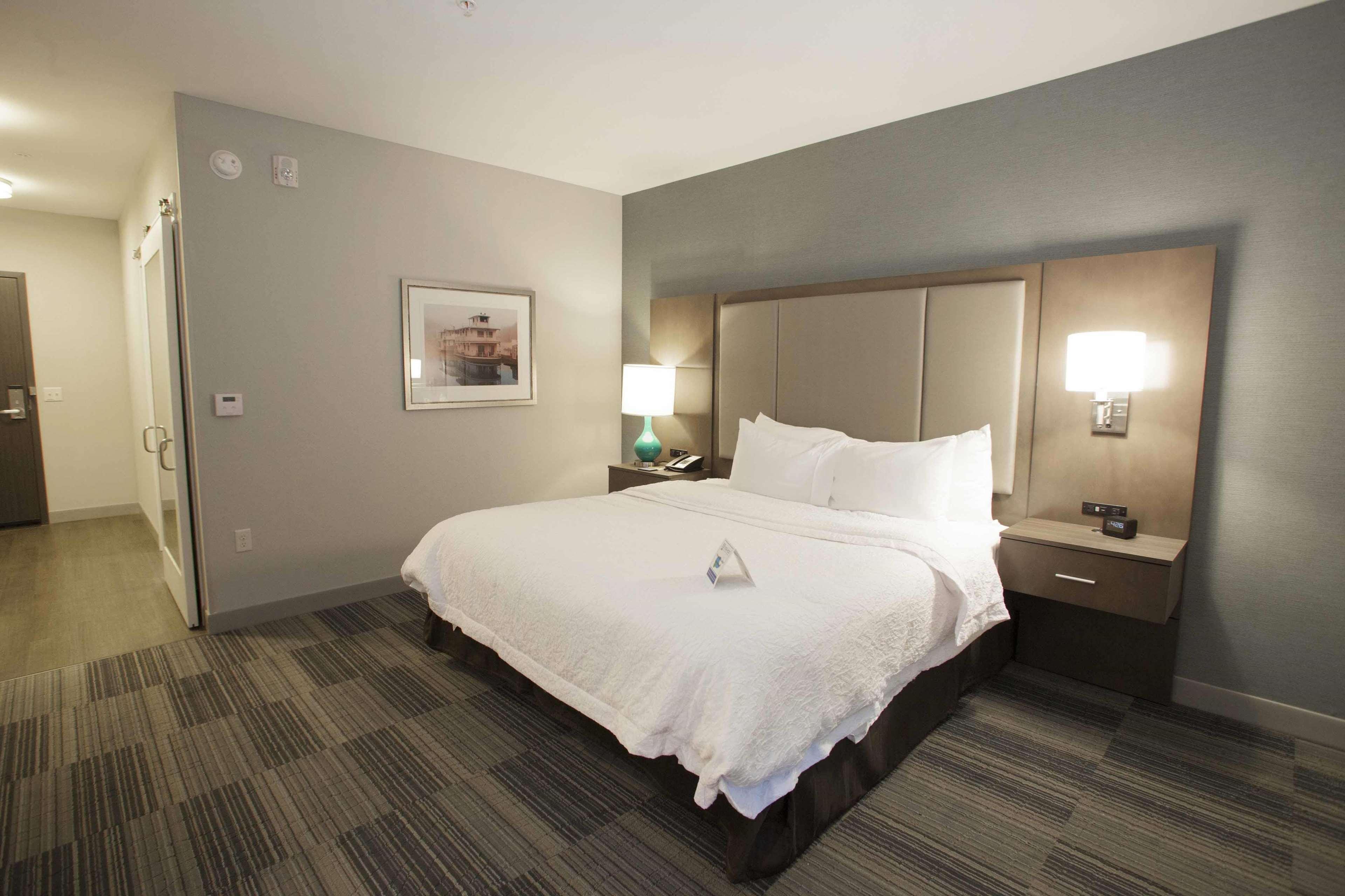 Hampton Inn & Suites Downtown St. Paul image 43