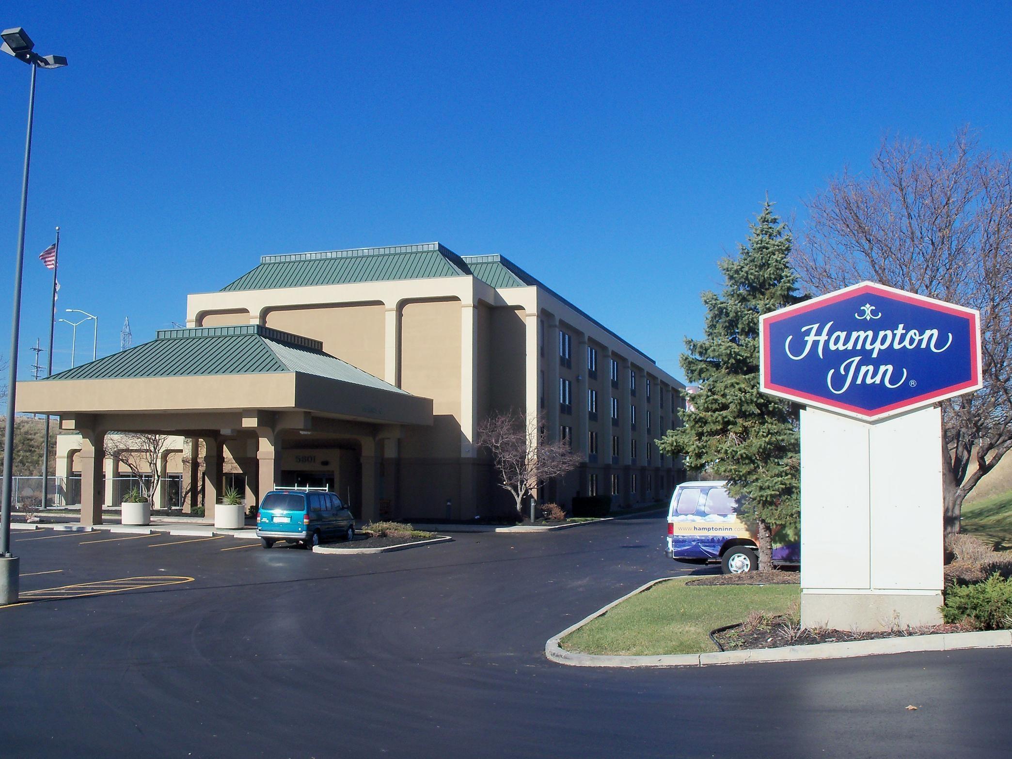 Hampton Inn Milwaukee-Northwest image 0