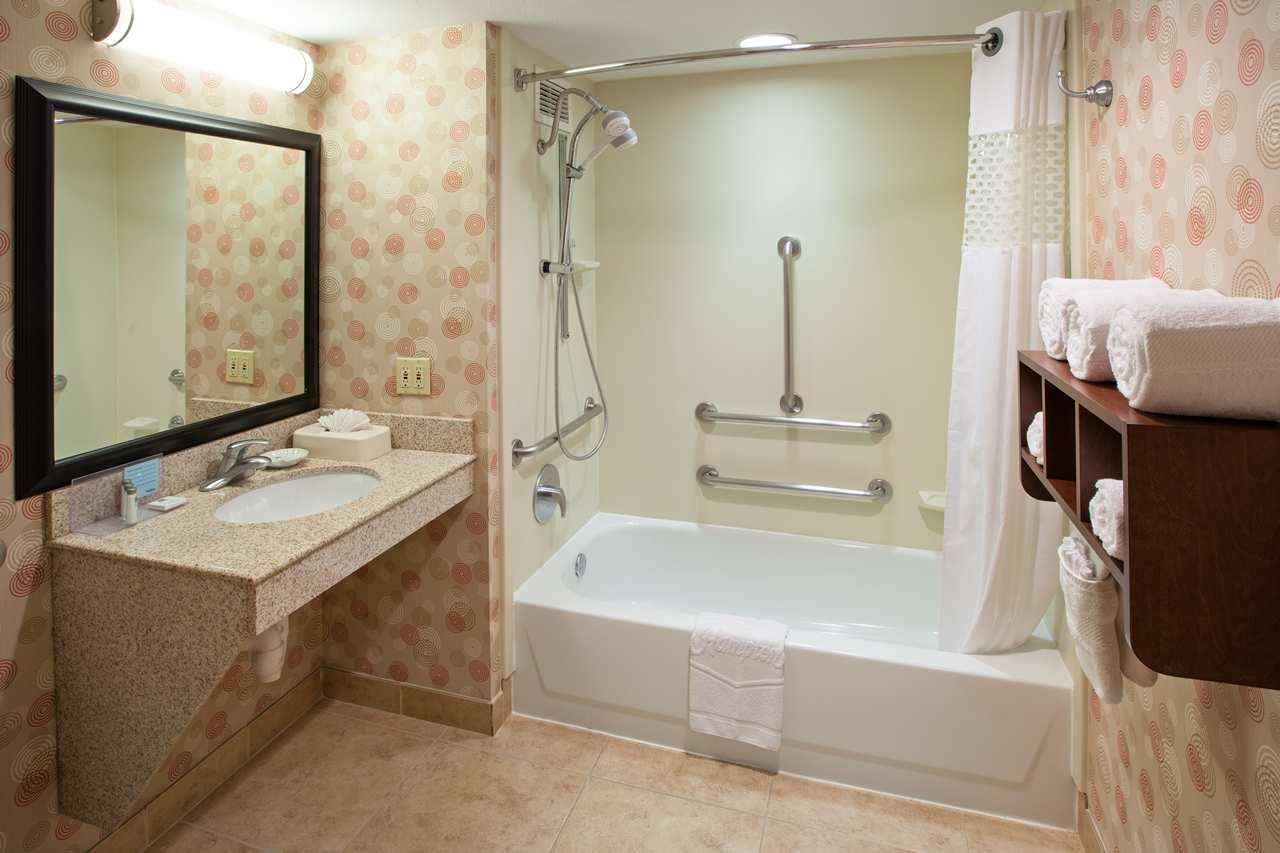 Hampton Inn & Suites Chicago-North Shore/Skokie image 8
