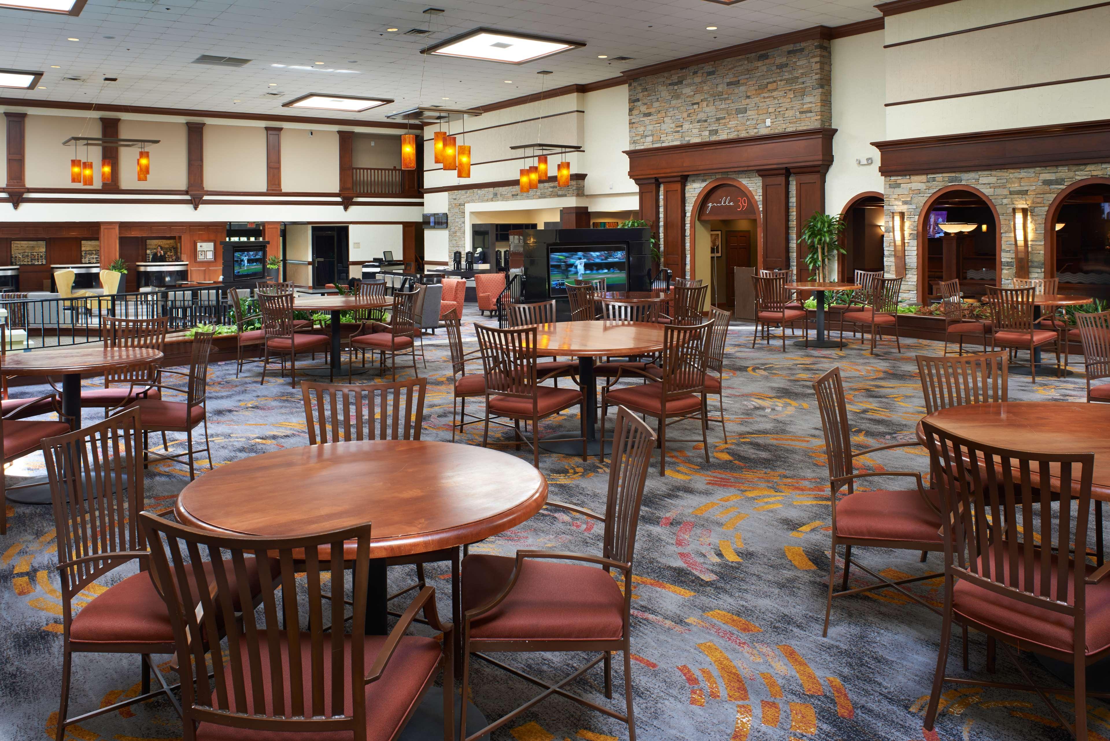 DoubleTree by Hilton Hotel Detroit - Dearborn image 4