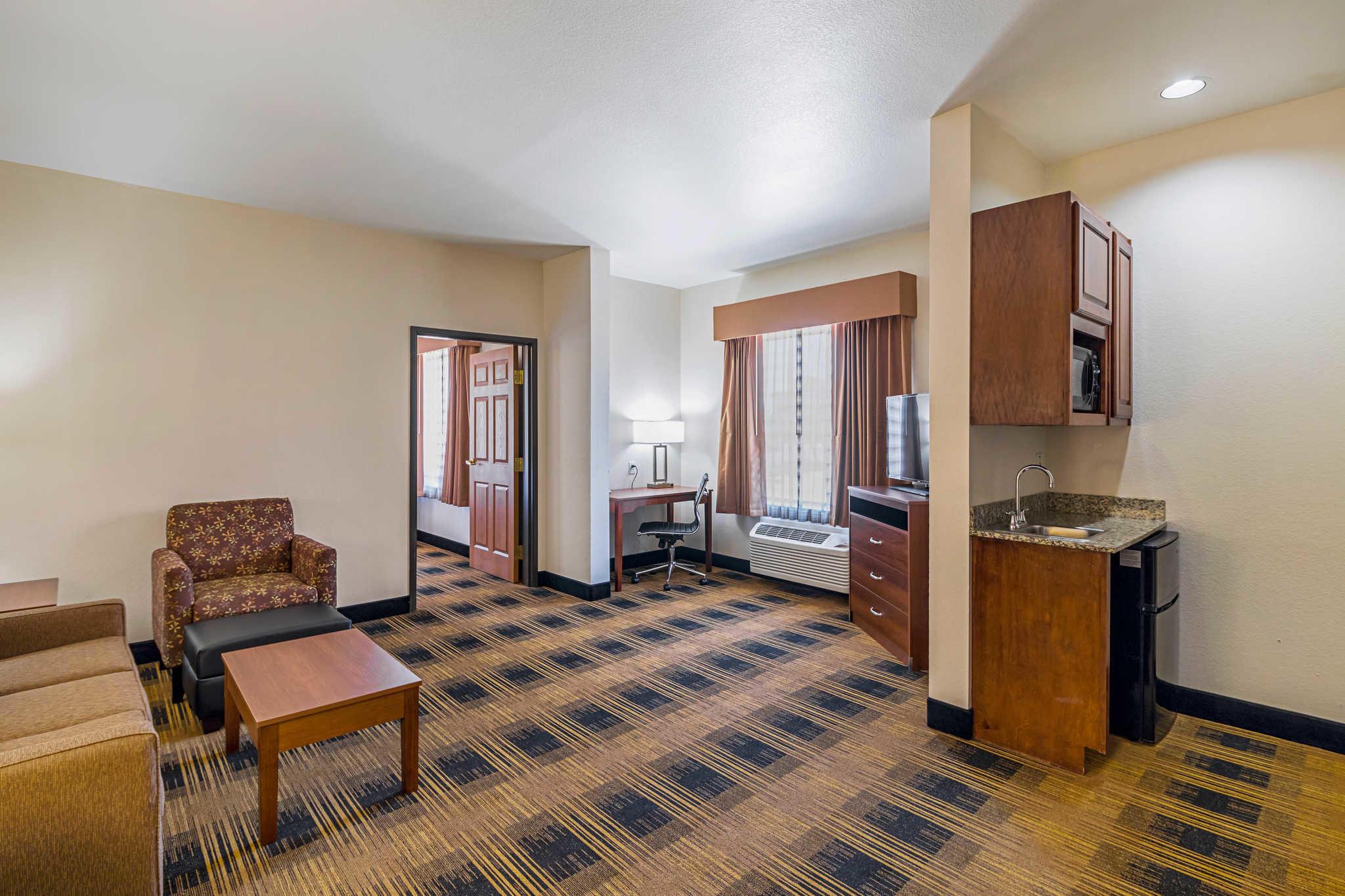 Quality Inn & Suites image 36