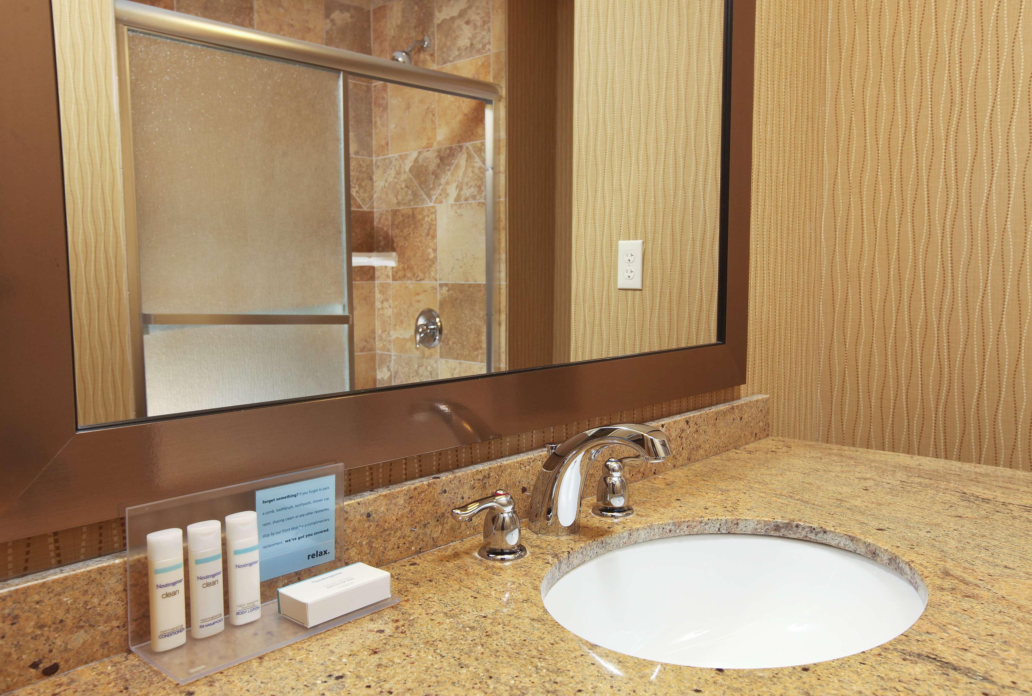 Hampton Inn & Suites Fargo image 15