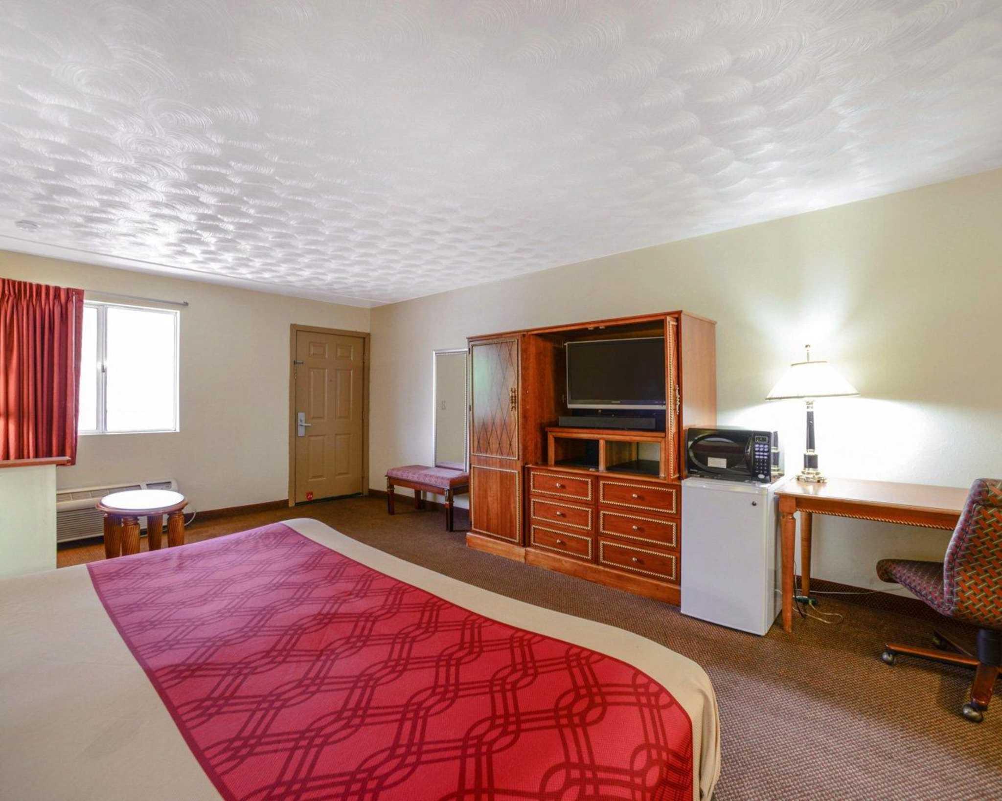Econo Lodge  Inn & Suites image 29