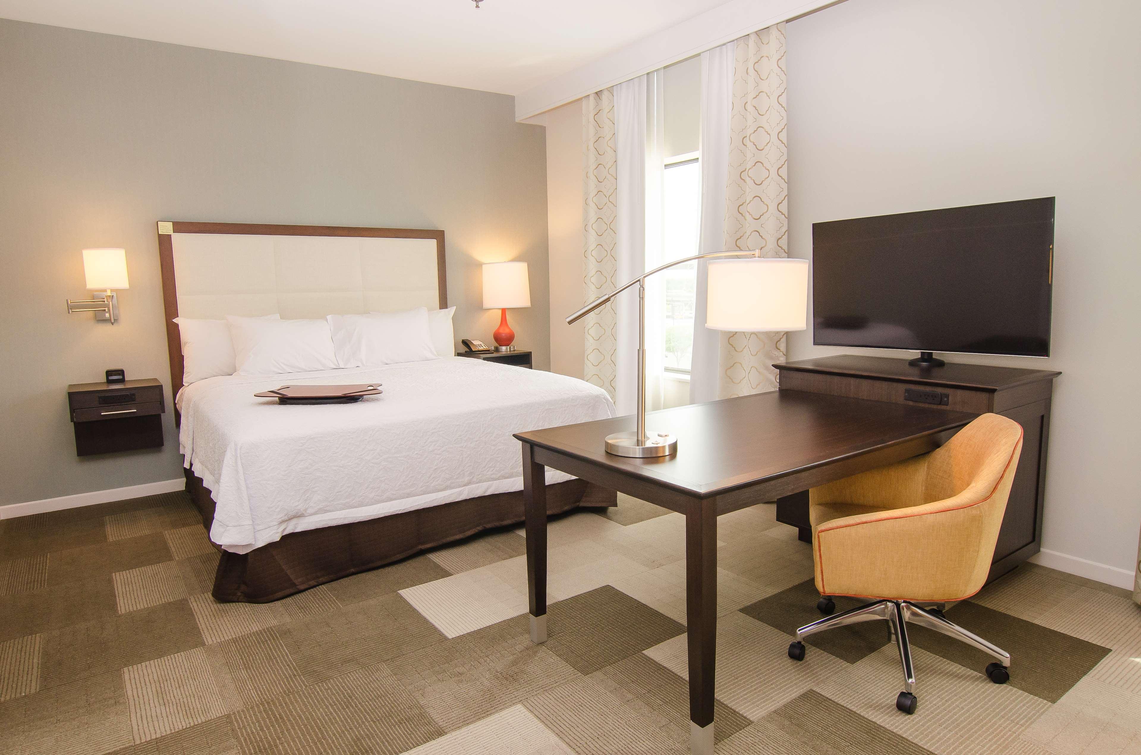 Hampton Inn & Suites Houston North IAH image 14