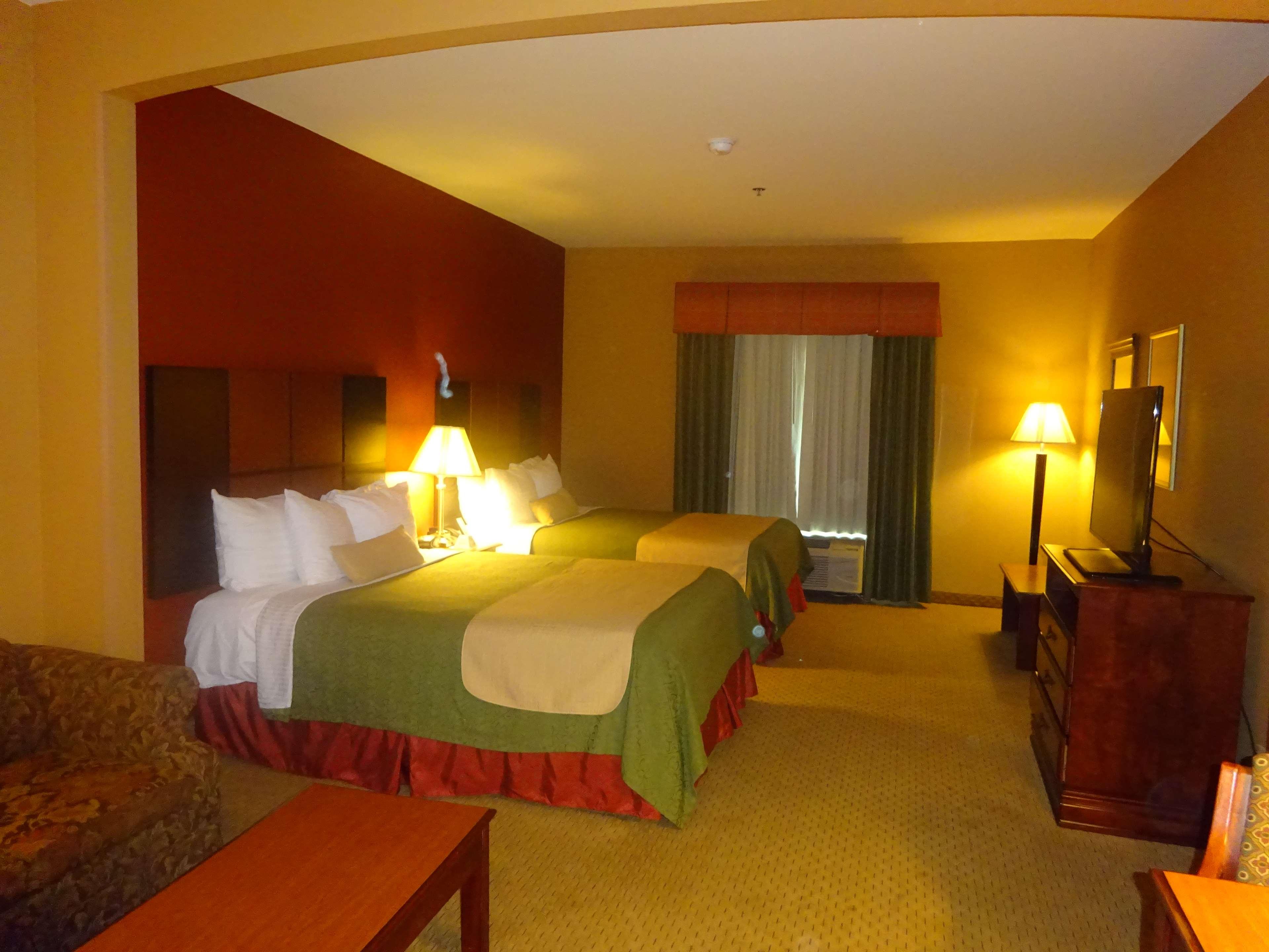 Best Western Plus Denton Inn & Suites image 7