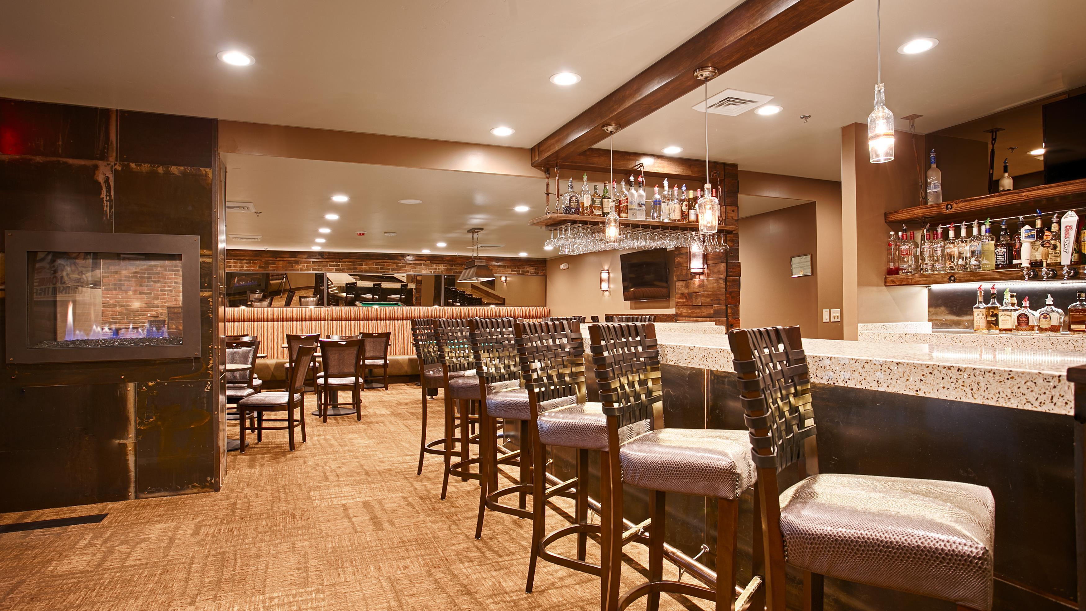 Best western cottontree inn in rawlins wy whitepages for Anong thai cuisine chicago il