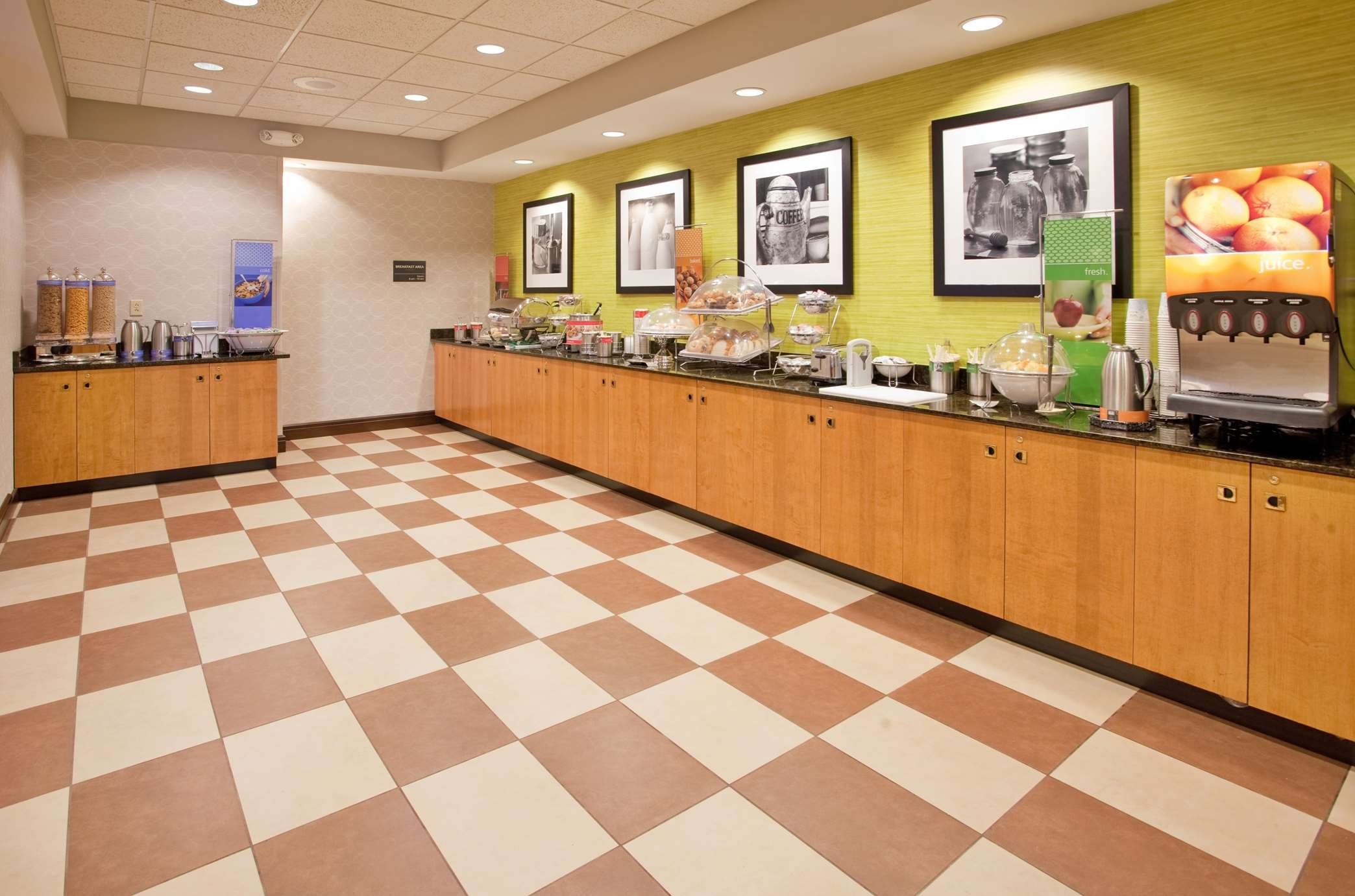 Hampton Inn Norfolk image 5
