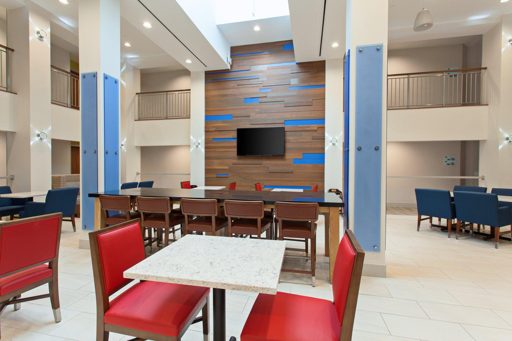 Holiday Inn Express West Los Angeles-Santa Monica, an IHG Hotel