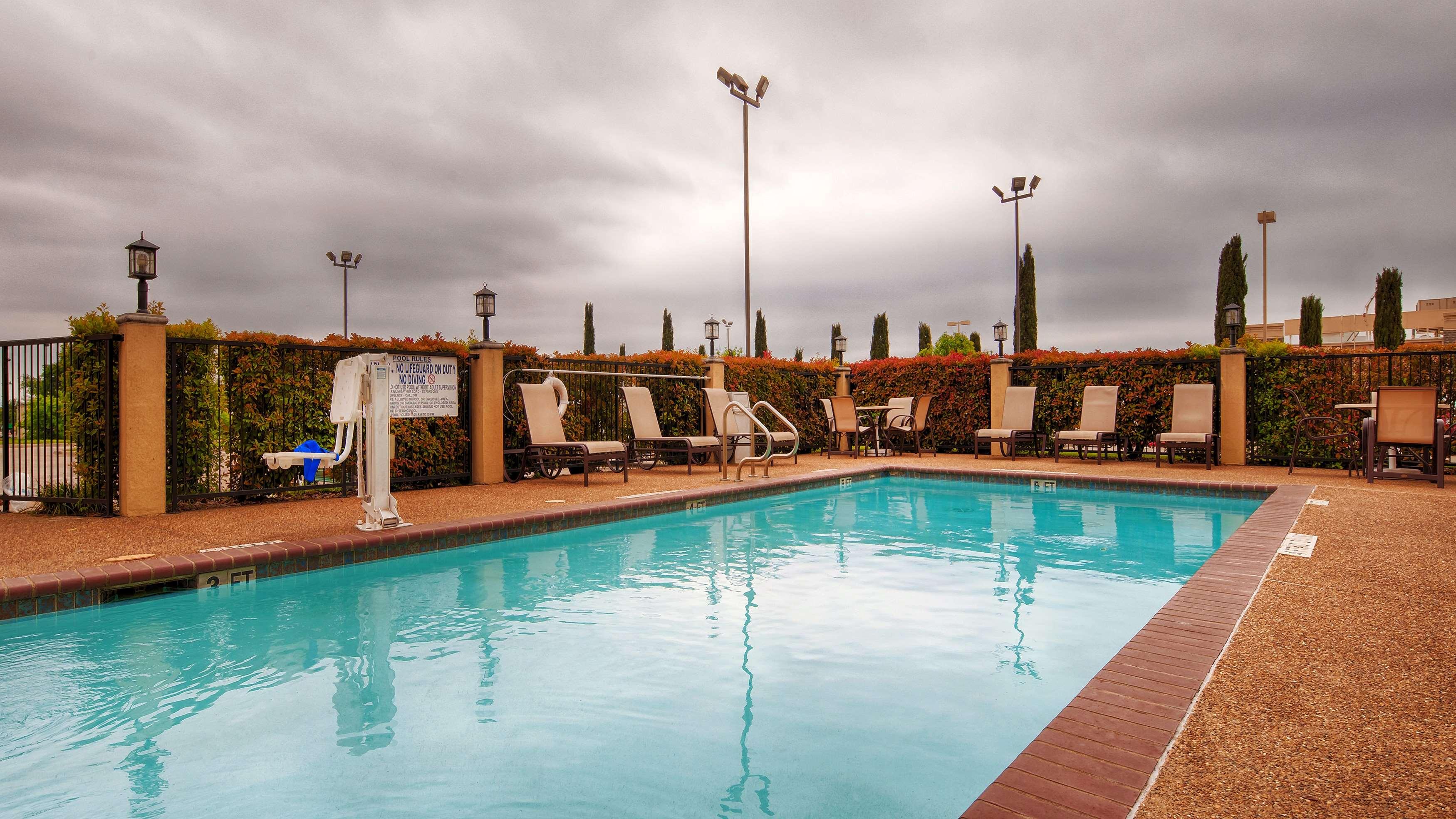 Best Western Plus Denton Inn & Suites image 31