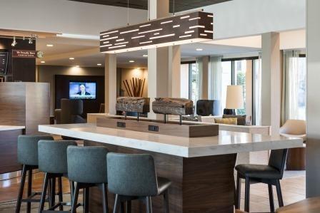 Courtyard Irvine John Wayne Airport/Orange County Communal Table