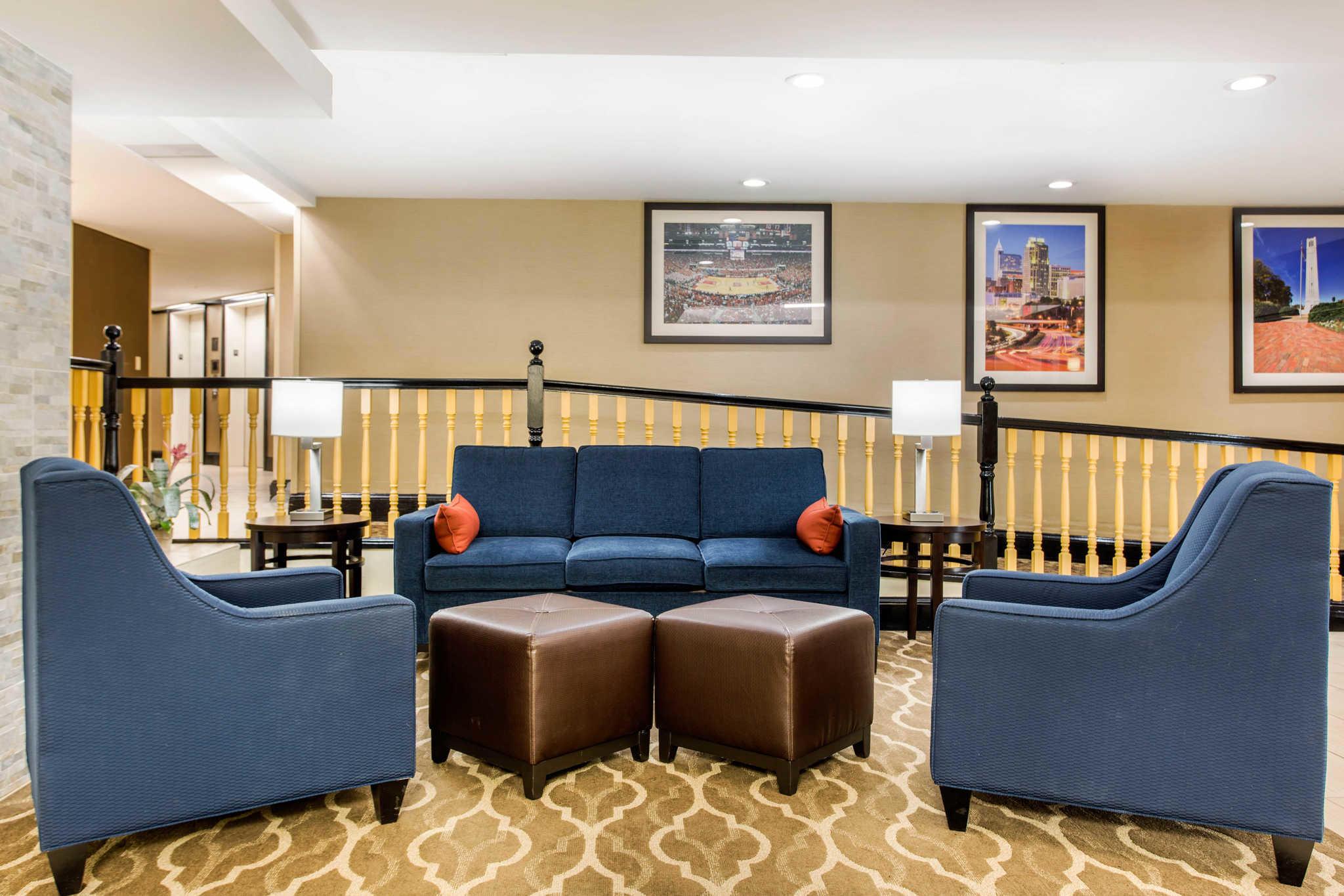 Comfort Inn & Suites Crabtree Valley image 2