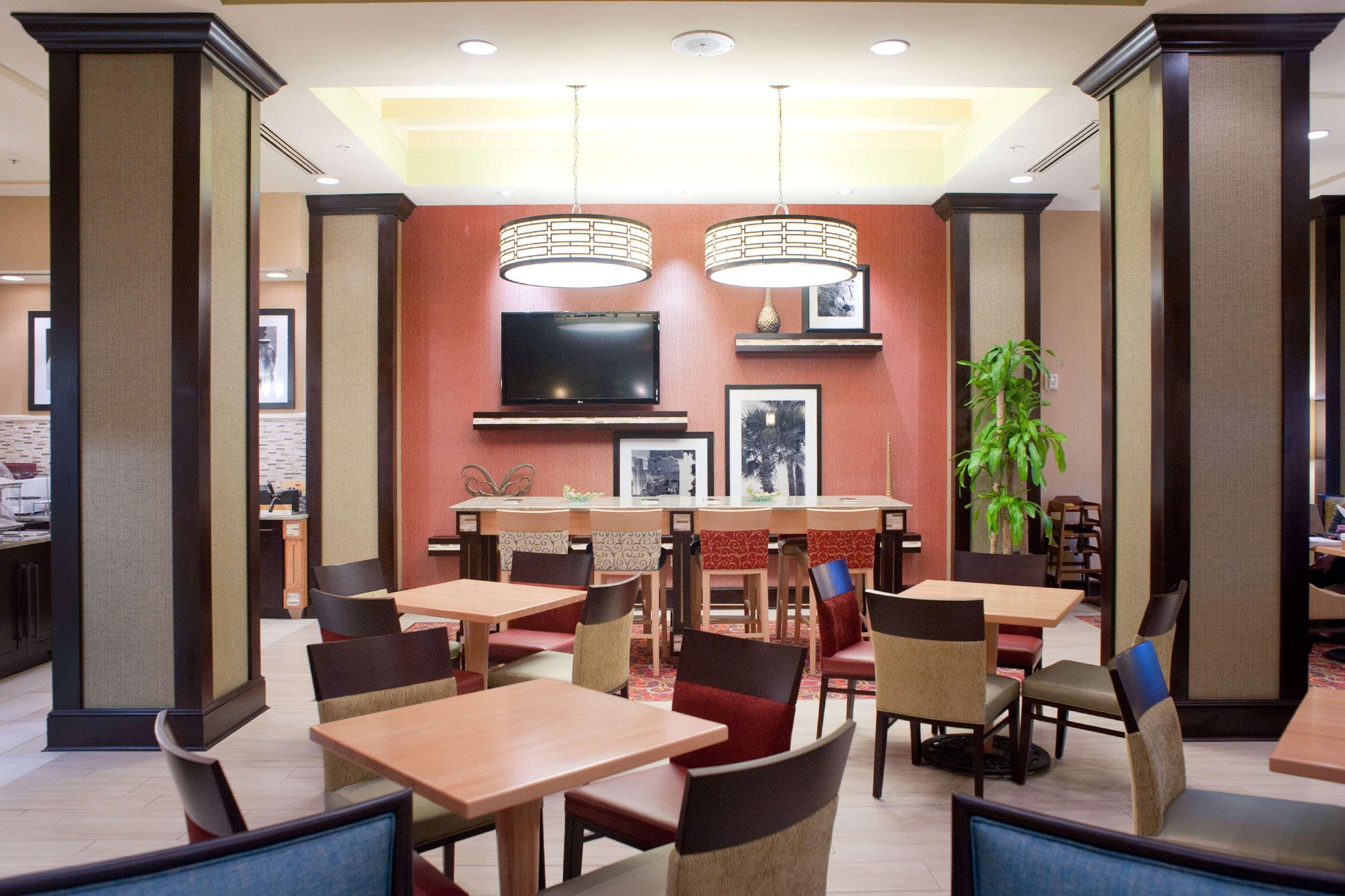 Hampton Inn & Suites St. Petersburg/Downtown image 1