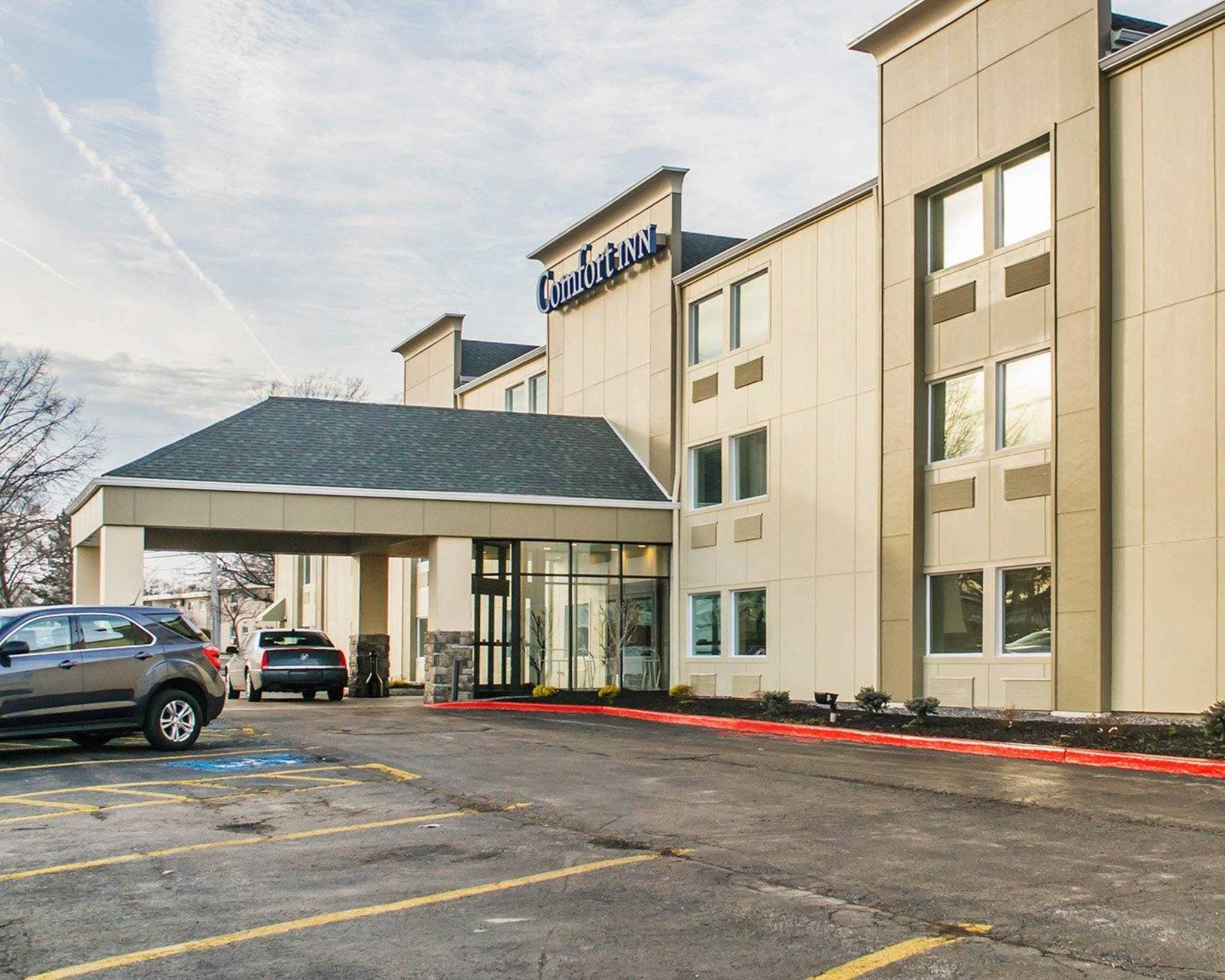 Comfort Inn Mayfield Heights Cleveland East image 1
