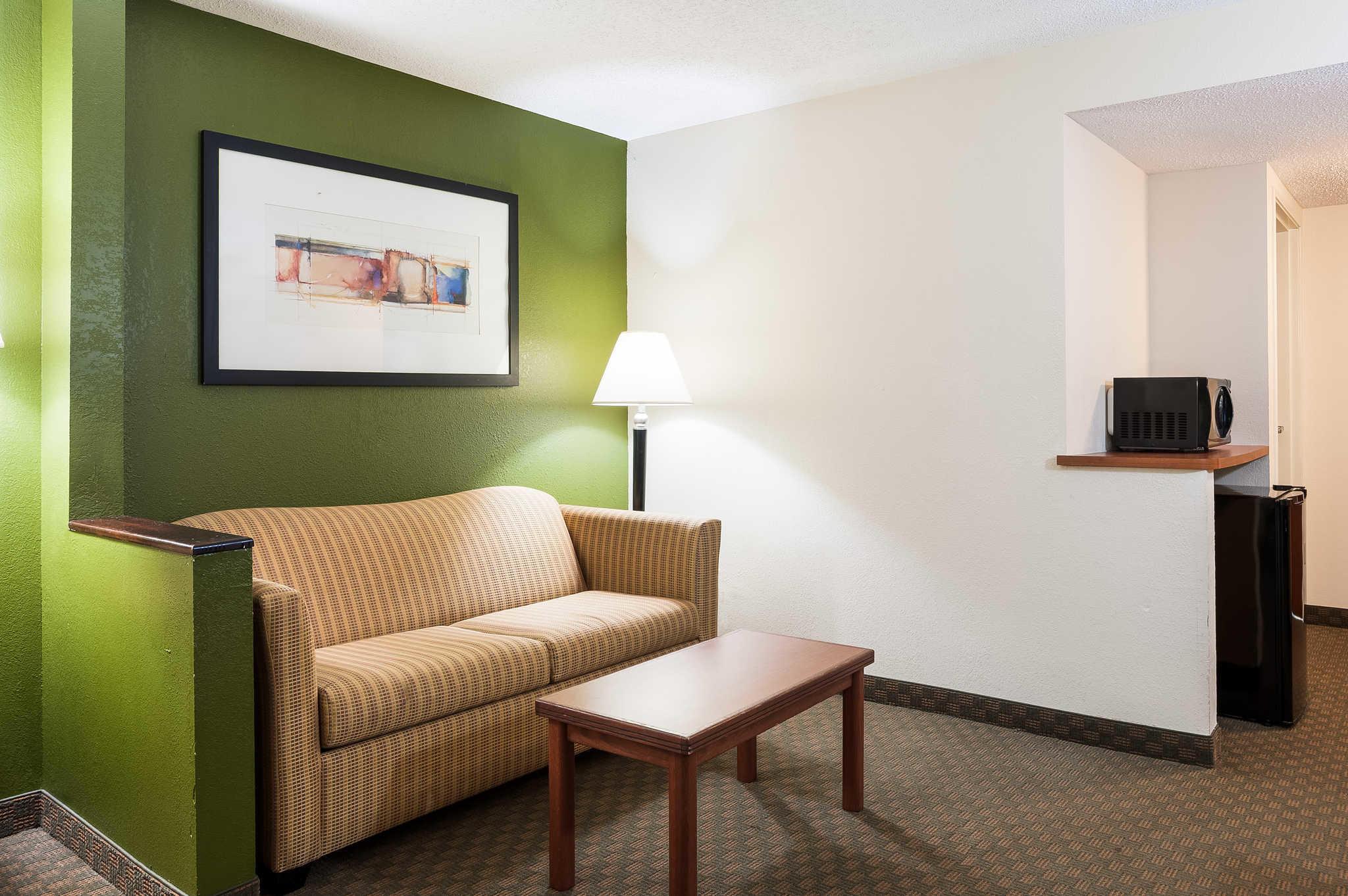 Quality Inn & Suites image 33