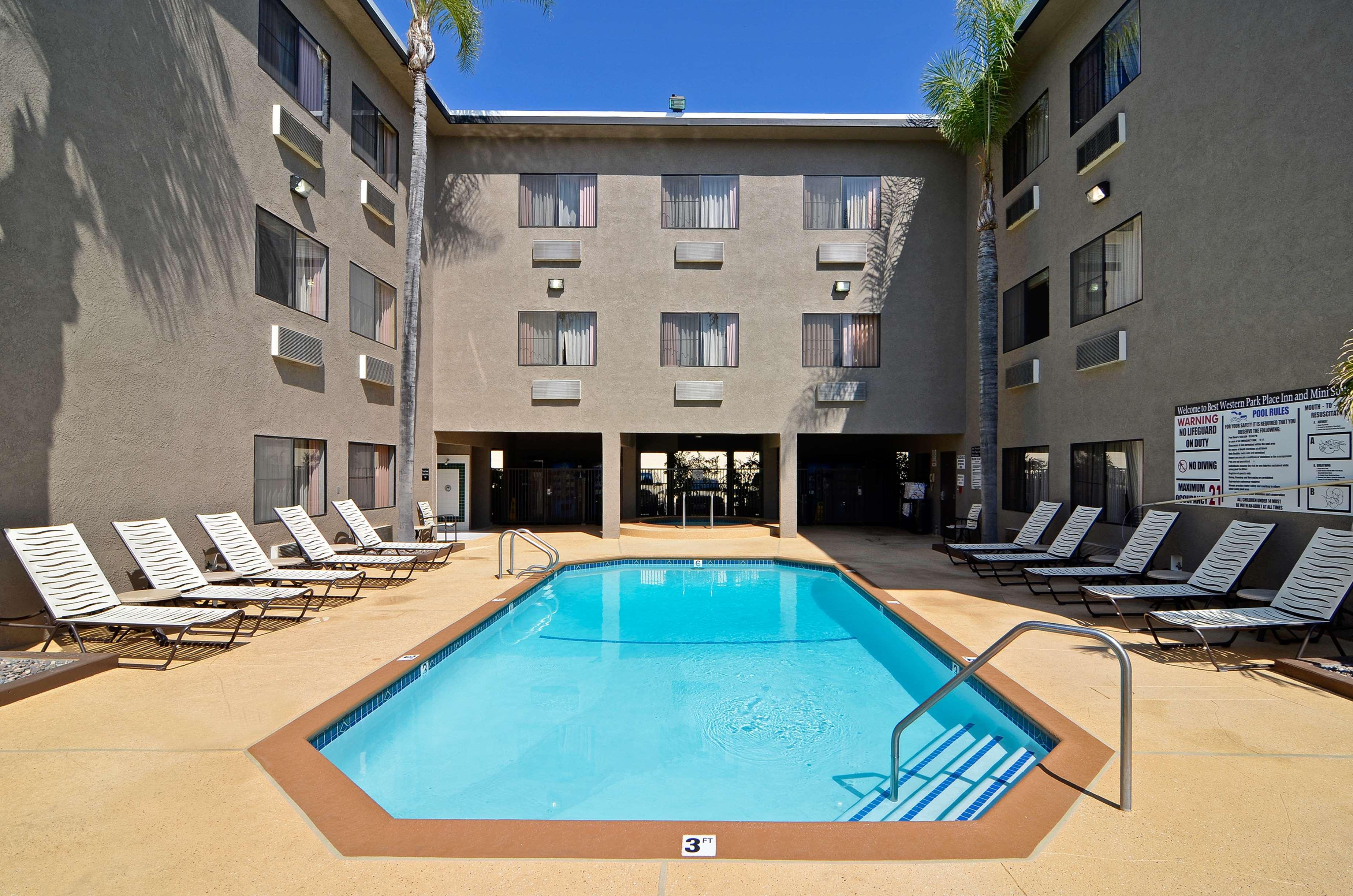 Best Western Plus Park Place Inn - Mini Suites image 10