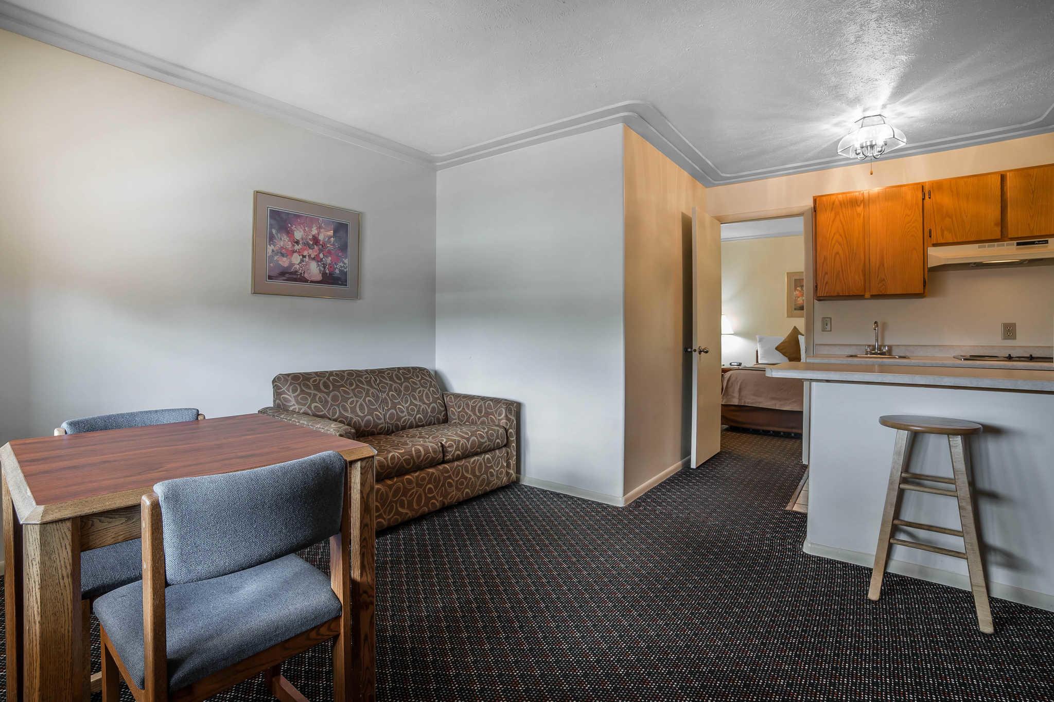 Rodeway Inn Pronghorn Lodge image 9