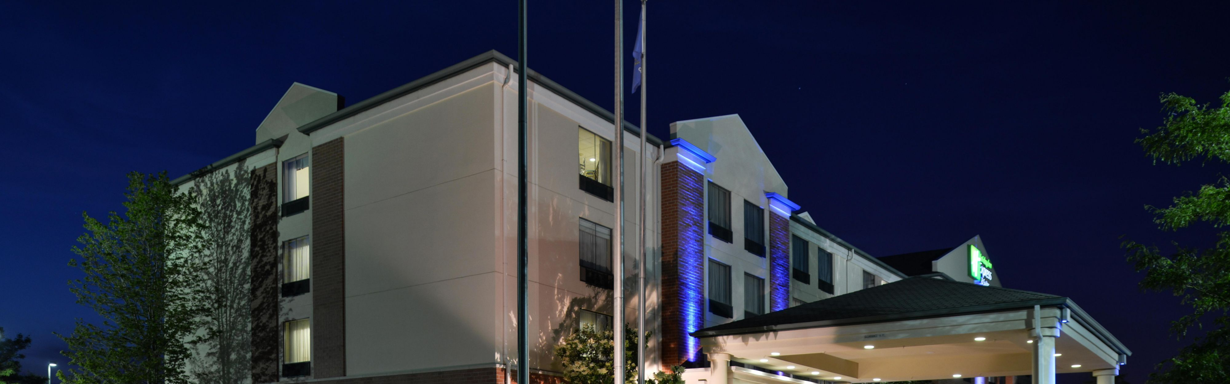 Holiday Inn Express & Suites Milwaukee-New Berlin image 0