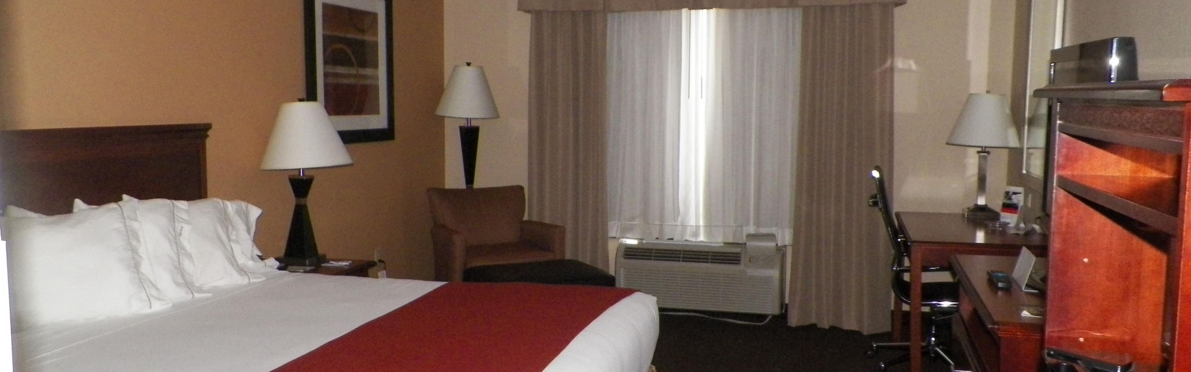 Holiday Inn Express & Suites Forest image 1