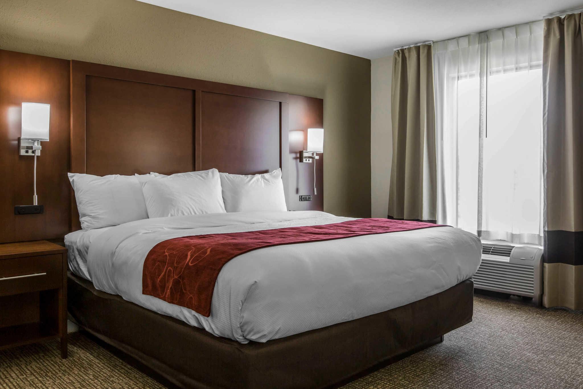 Comfort Inn & Suites West image 24