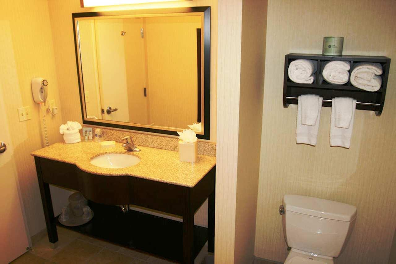 Hampton Inn & Suites Phoenix Glendale-Westgate image 1