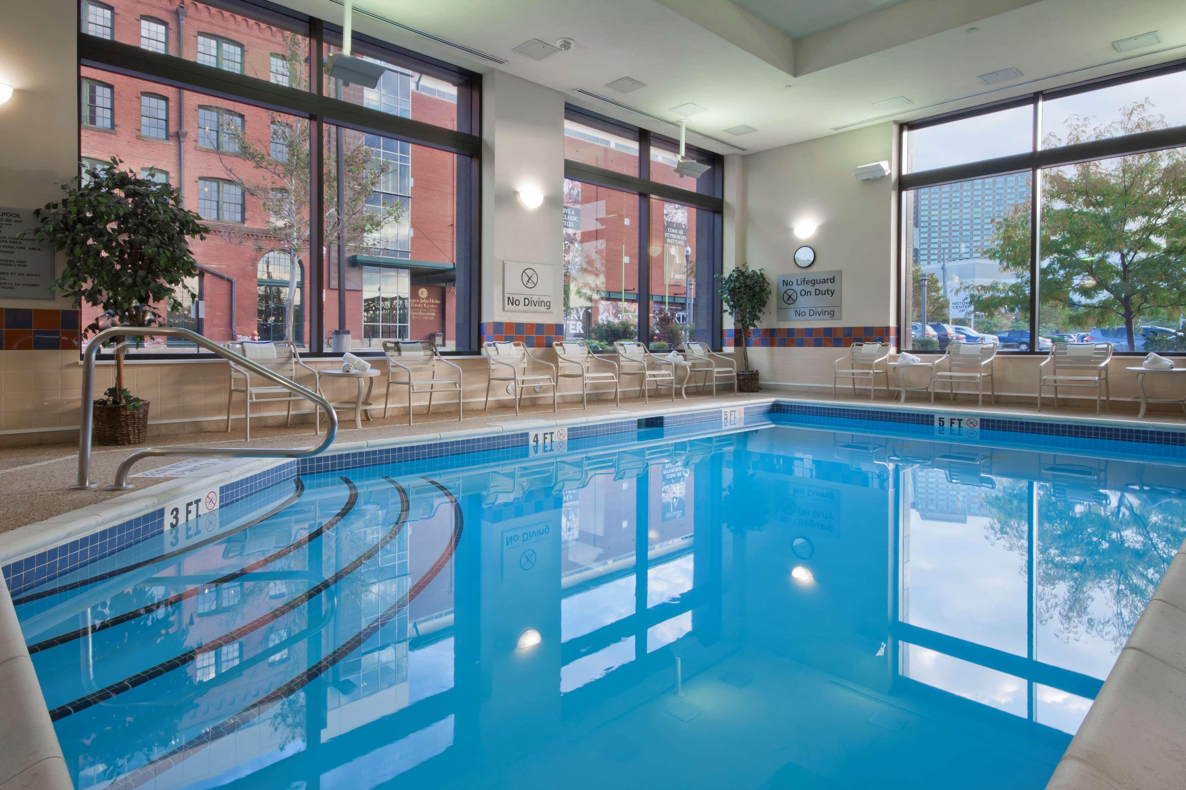 Hampton Inn & Suites Pittsburgh-Downtown image 8