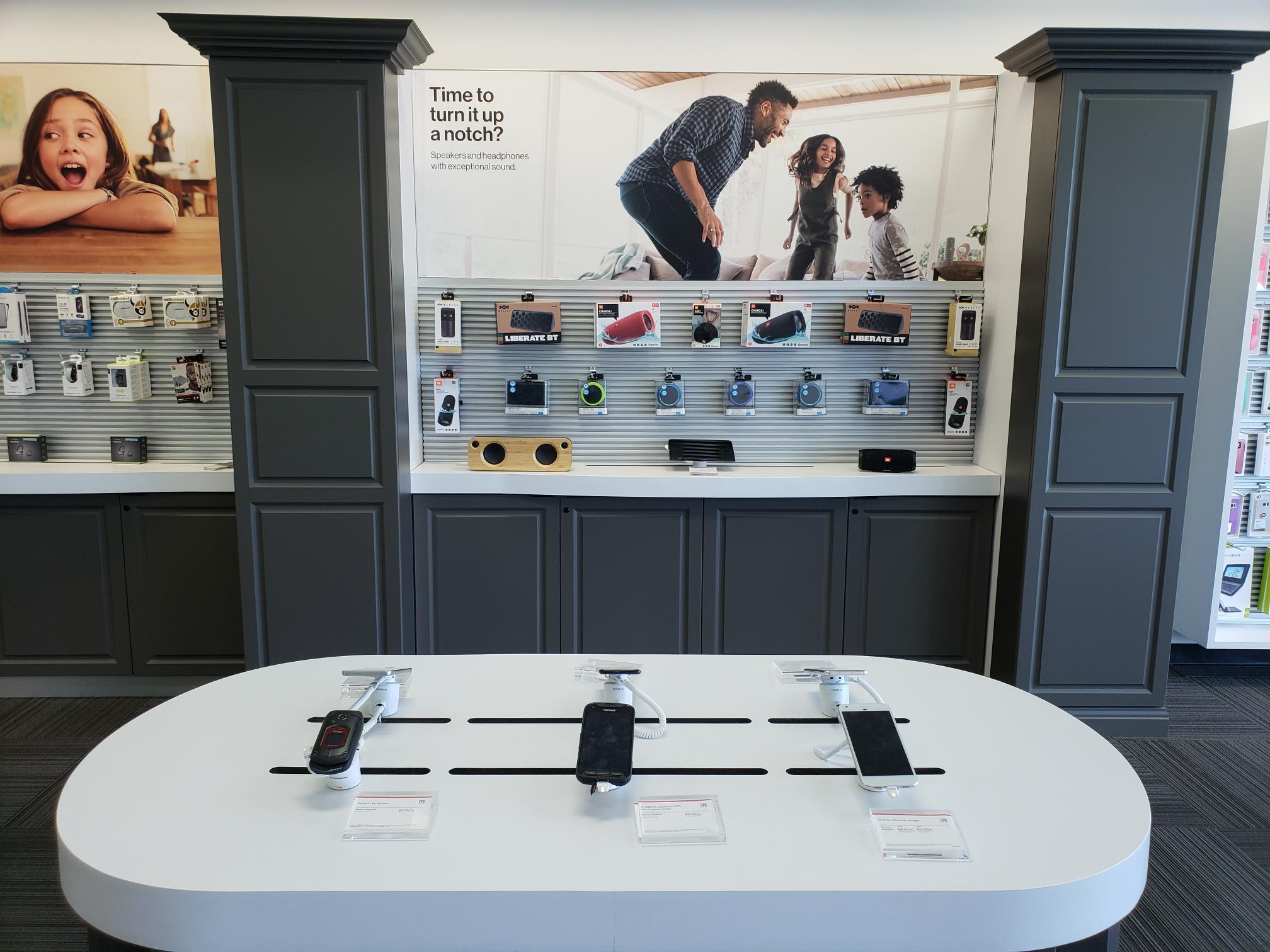 Verizon Authorized Retailer – TCC image 14