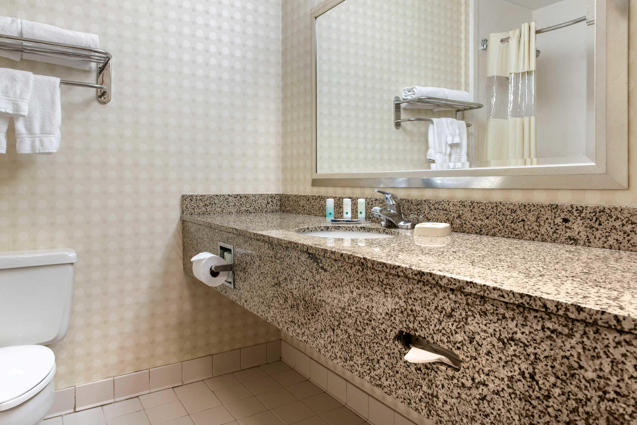 Quality Hotel - Cincinnati Blue Ash image 15