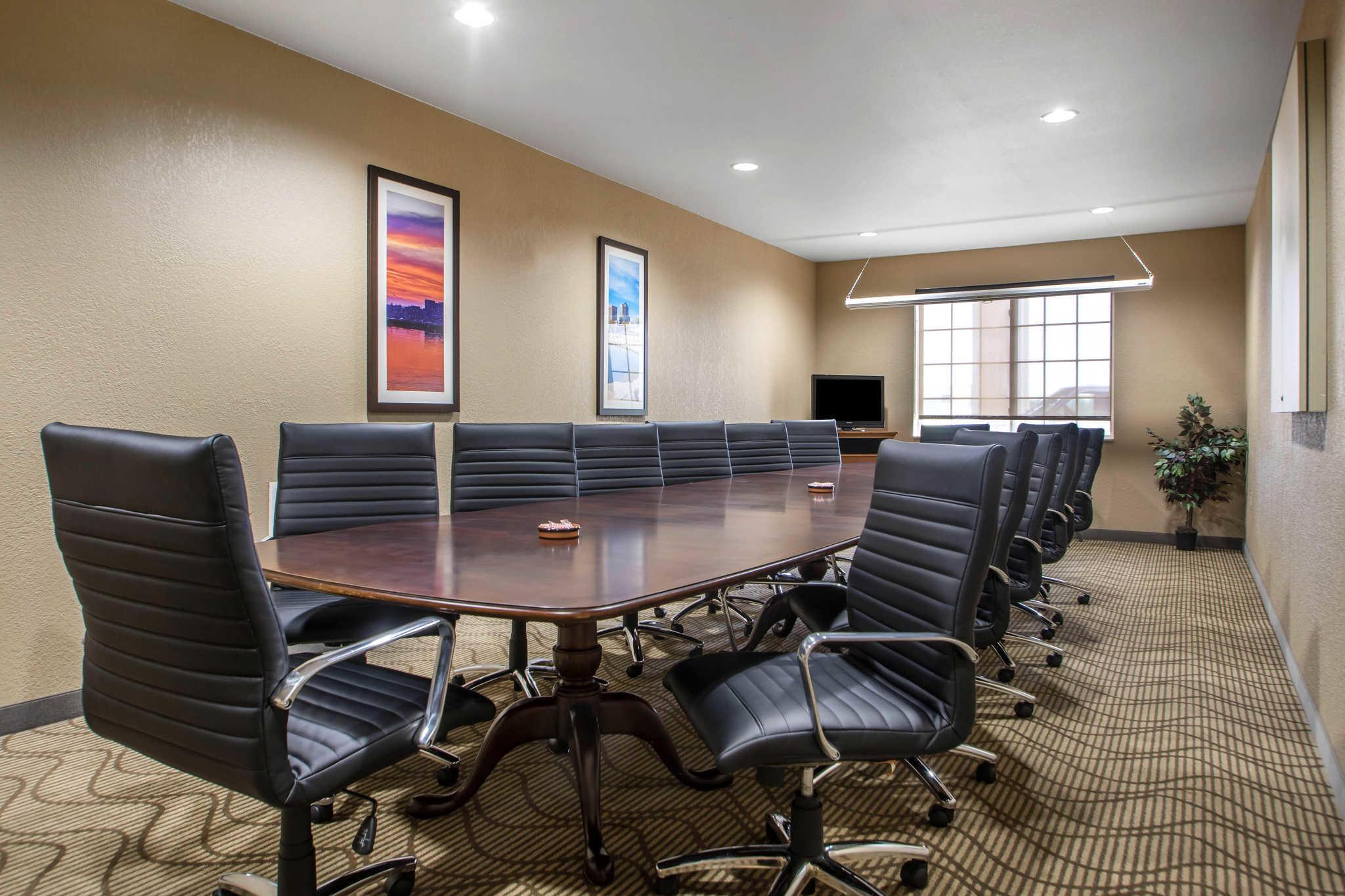 Comfort Suites Johnson Creek Conference Center image 32