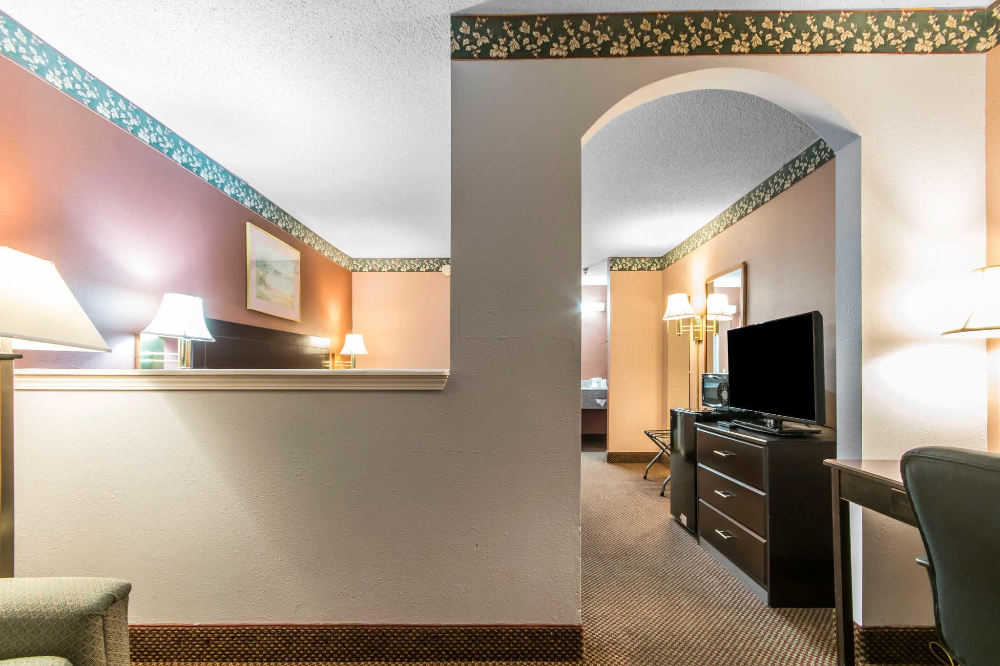 Econo Lodge Inn & Suites I-65 image 18